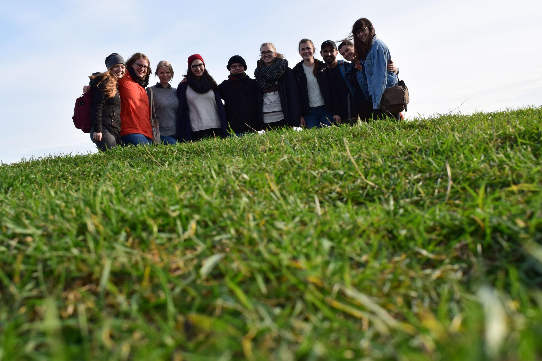Wanderung an einem sonnigen Herbsttag mit Praktikanten und amerikanischen Studenten