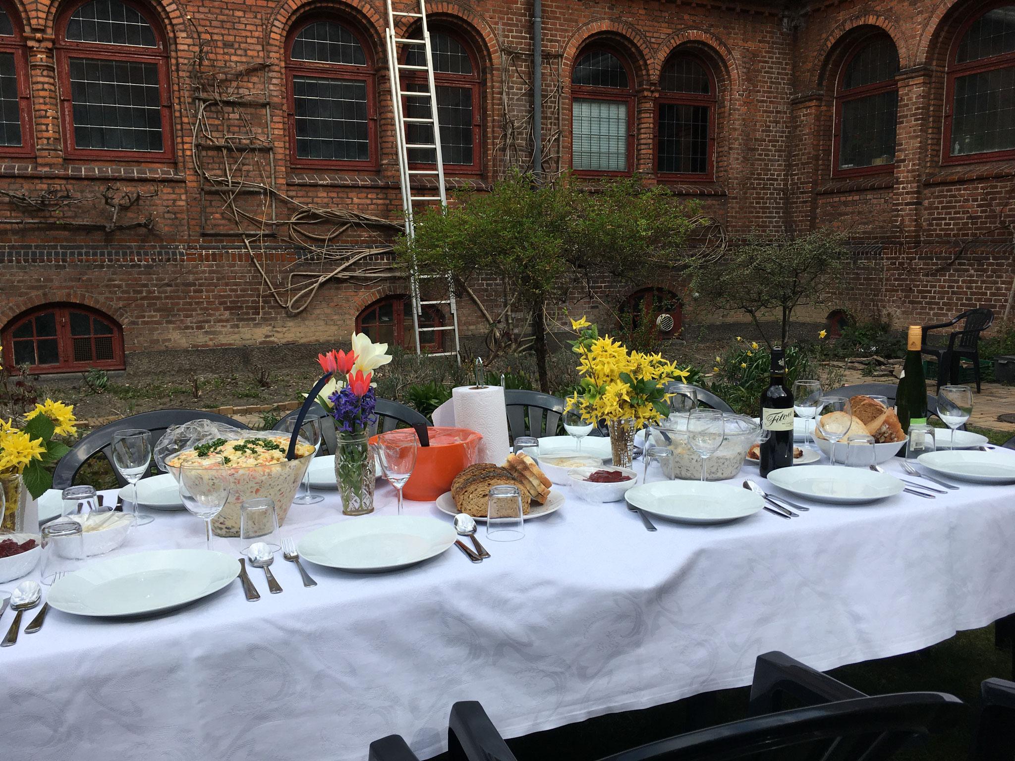 Osterfrühstück mit Mitbewohnern