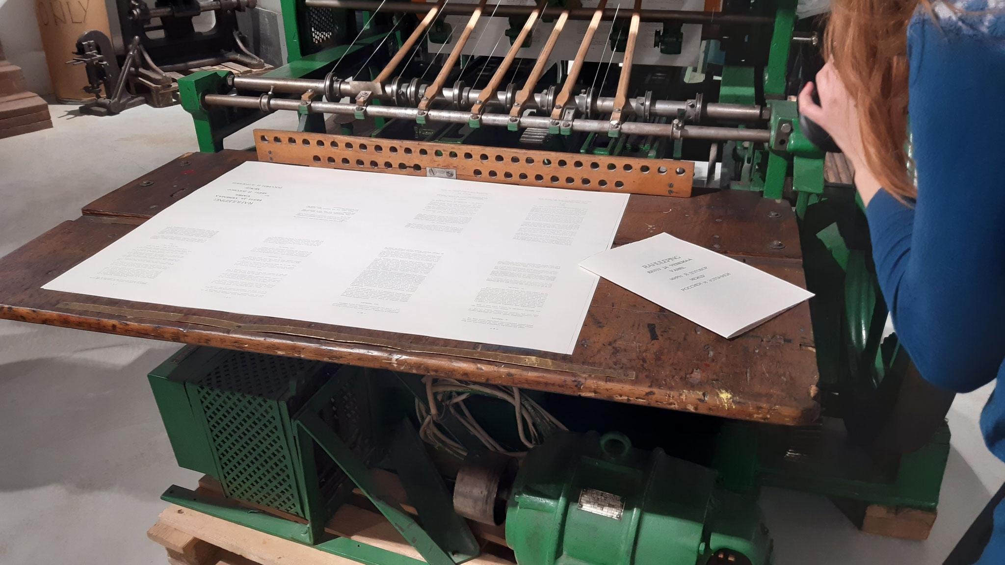 Mit dieser Maschine wurde Frieden schwarz auf weiß gedruckt