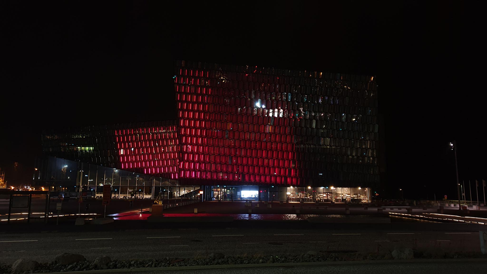 Harpa Konzerthaus bei Nacht (Foto: Lorenz)