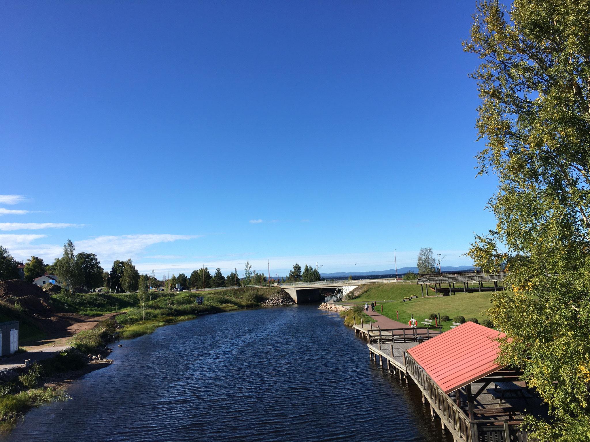 Ein See, der durch Rättvik fließt