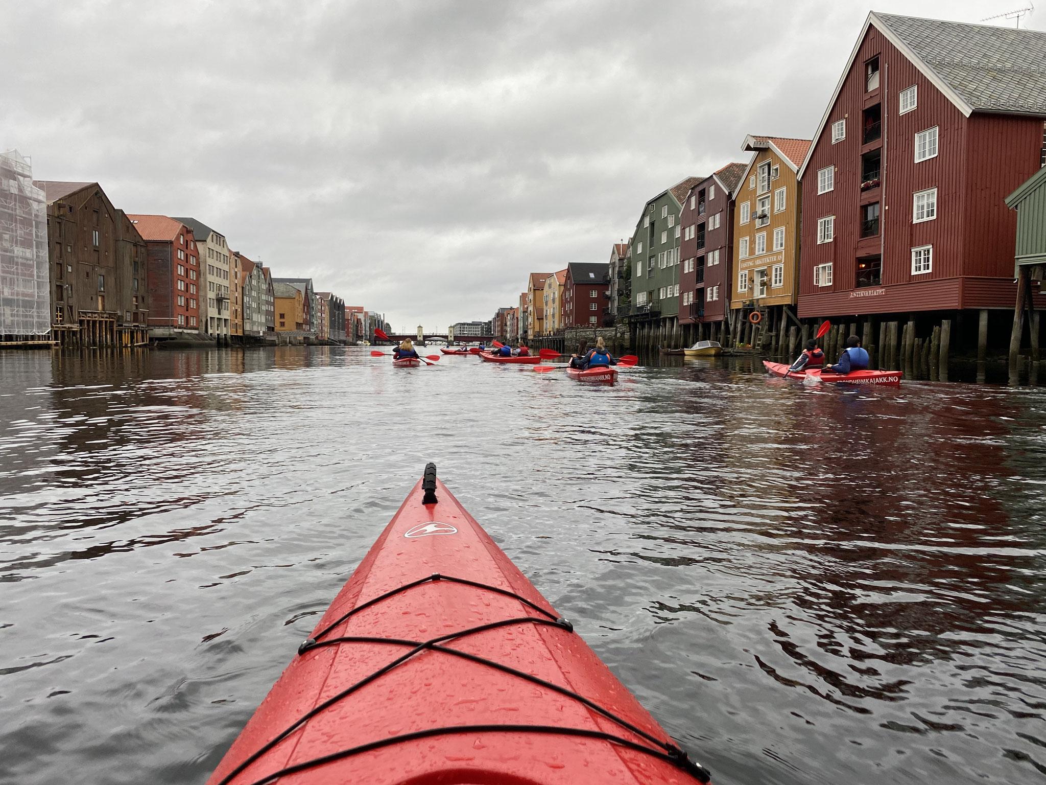 Die vielleicht schönste Art, Trondheim zu erkunden: Eine Kanutour auf der Nidelva.