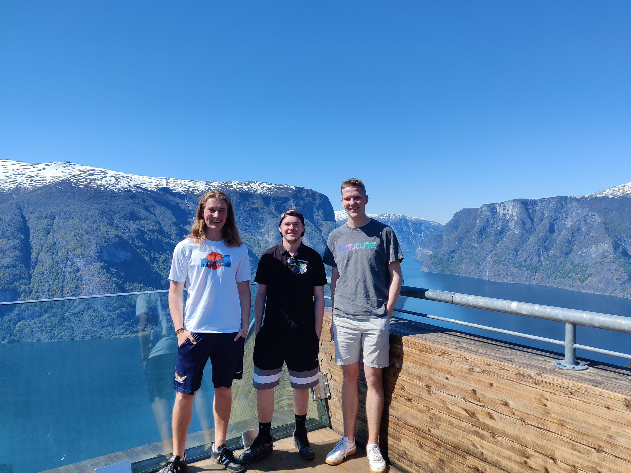 """Jonas, Tim und Paul während der """"Norway in a nutshell""""-Tour mit Mentor Lukas (v.l.)"""
