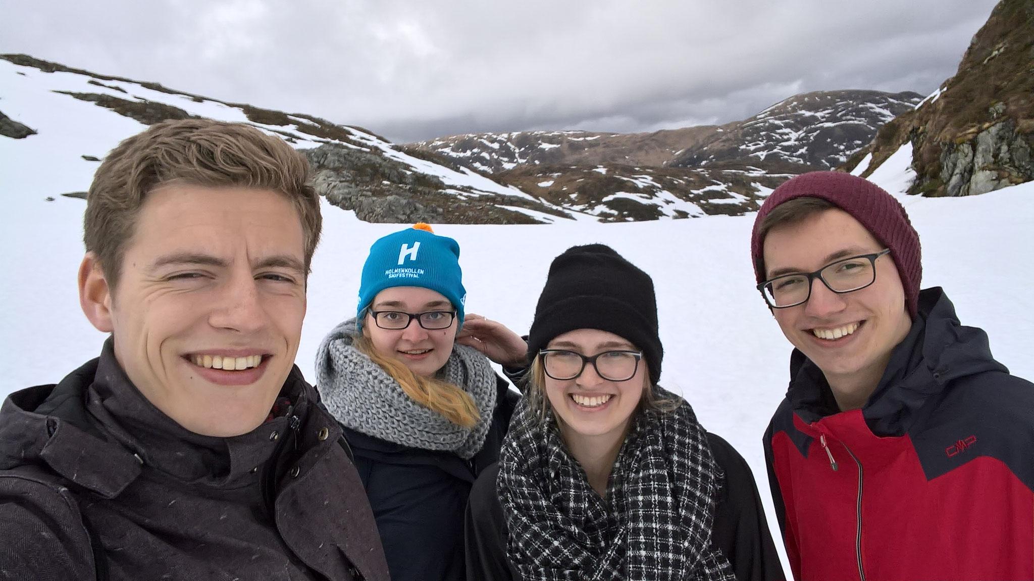 Wanderung in Bergen: Tobias Hövener, Maria Korten, Magdalena Kollbeck und Martin Schäfer