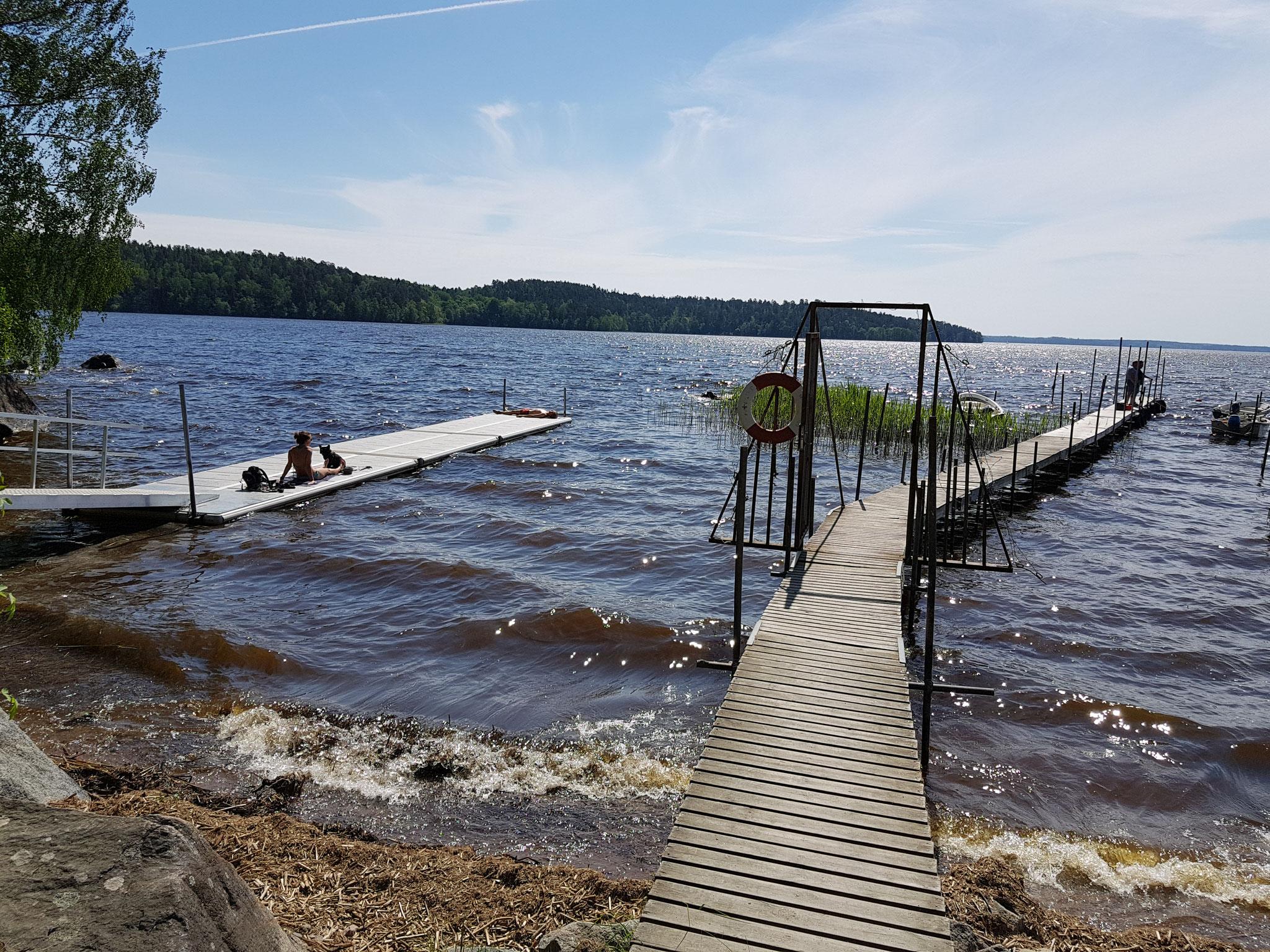 Die sommerlichen Temperaturen in Schweden laden zum baden ein