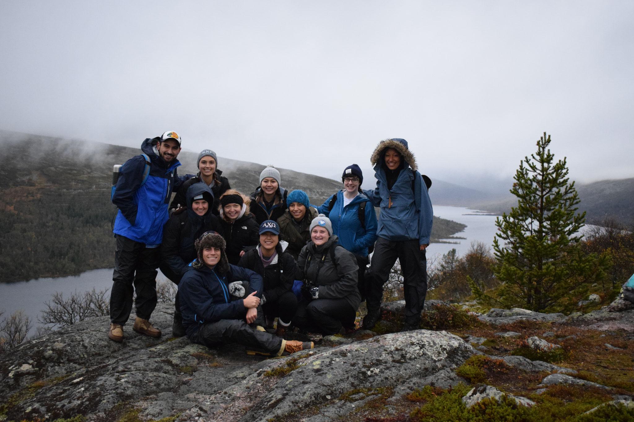 Pia Wittek mit den amerikanischen Studenten bei einer Wanderung in Grövelsjön (Nordschweden)