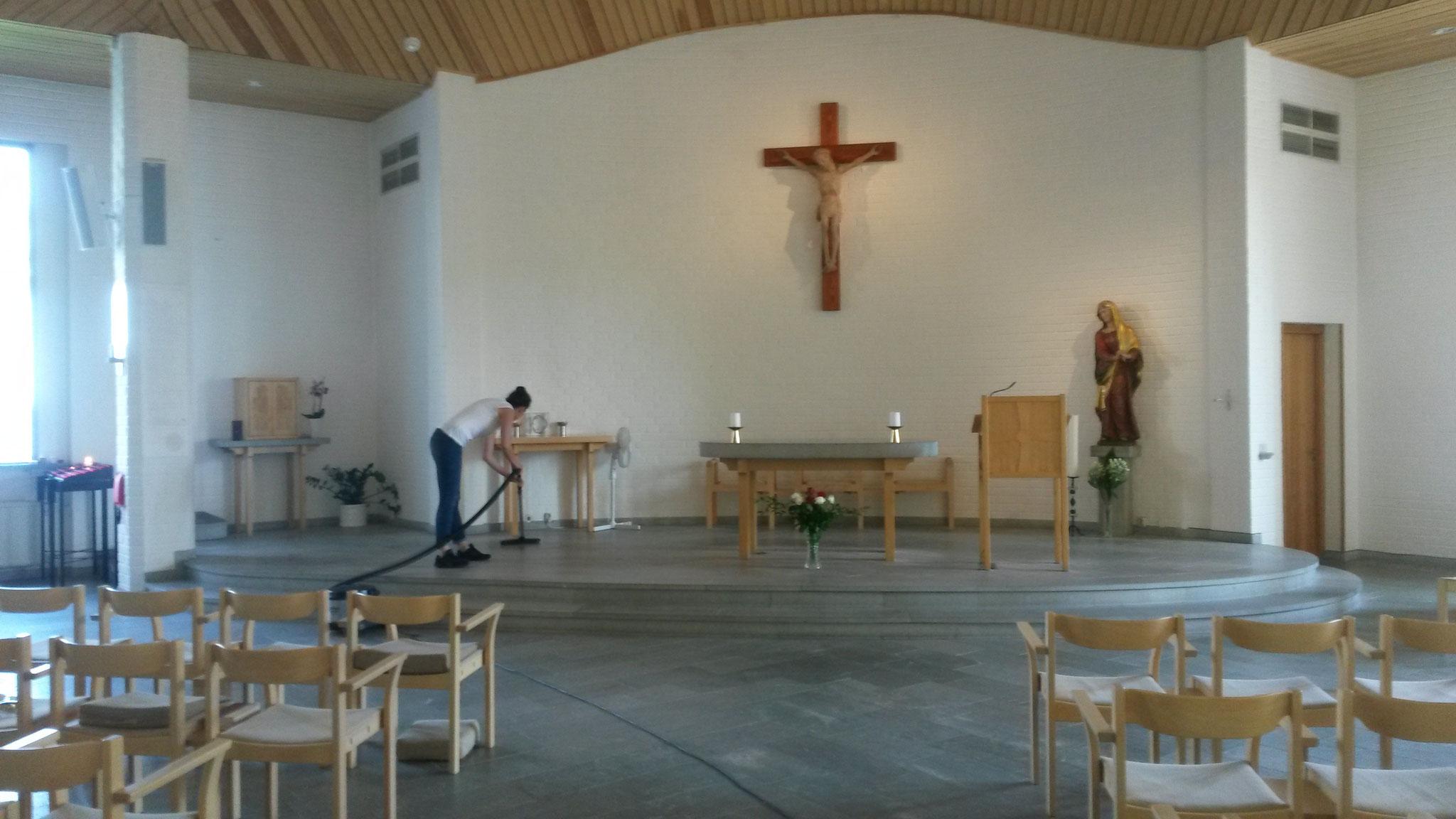Matea Renic putzt die Kirche der Birgittaschwestern in Vadstena