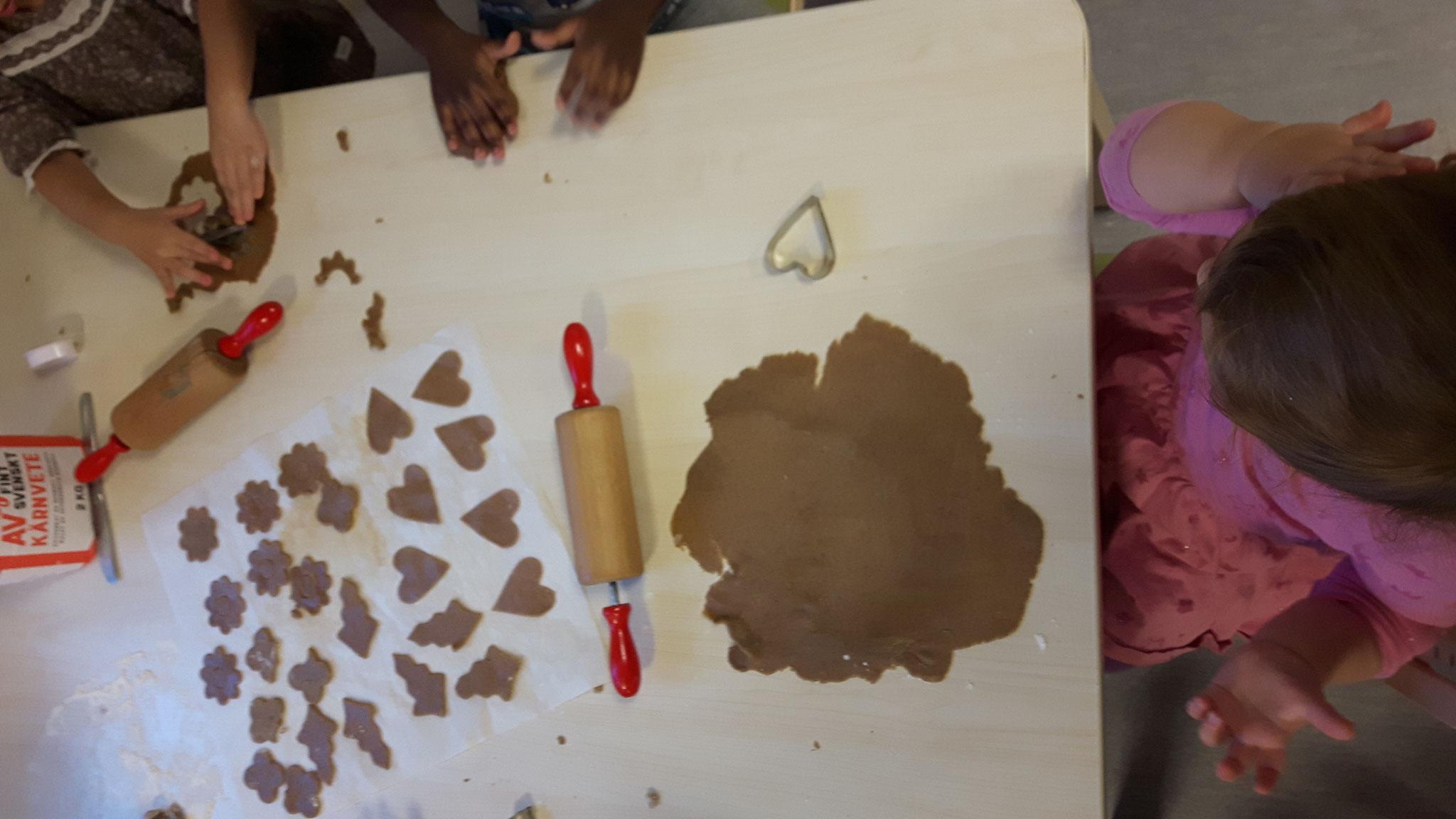 Pfefferkuchenbacken mit den Kindern
