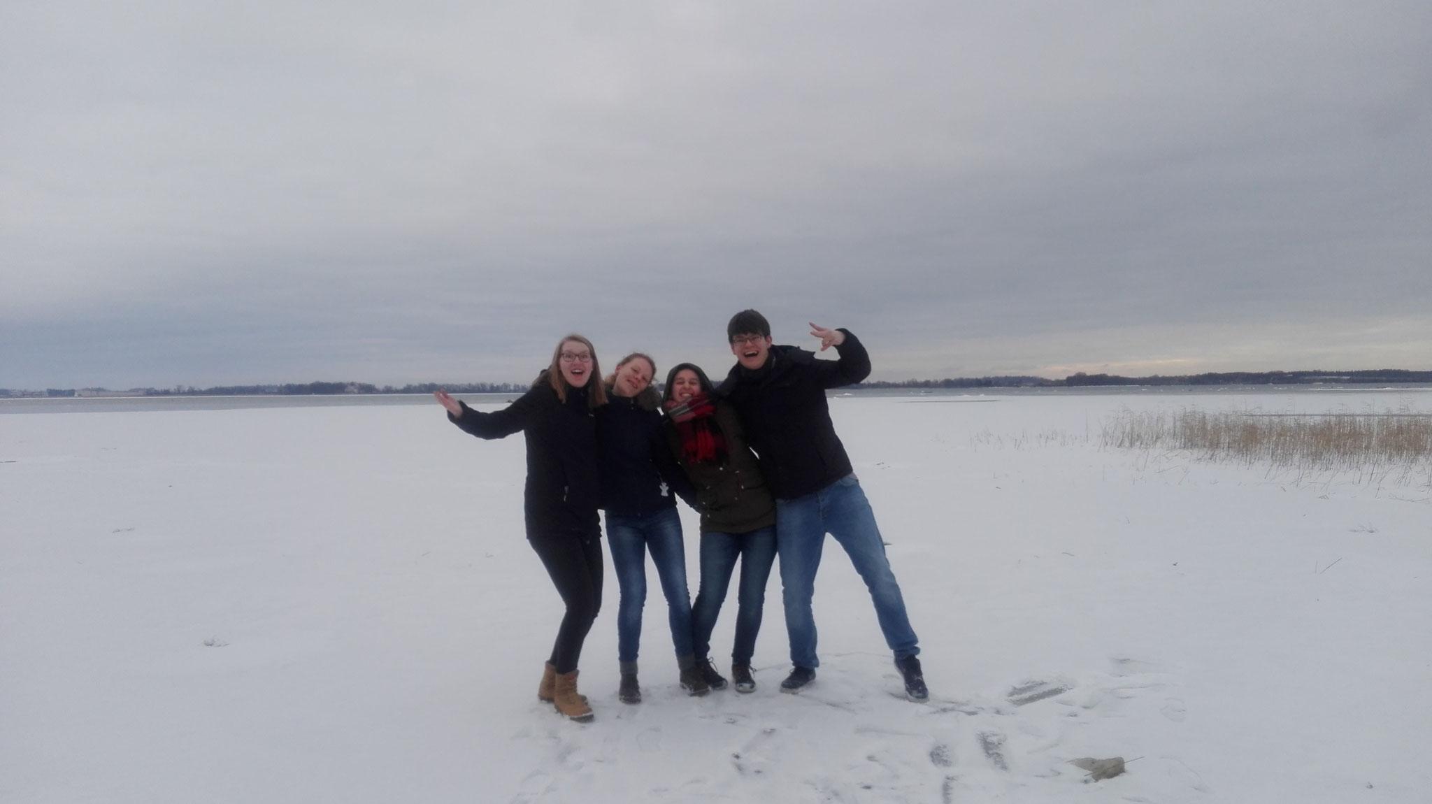 Anne Hemken, Maris Lohmöller, Raphaela Polk und Marcel Fischer auf dem Vättern-See in Vadstena