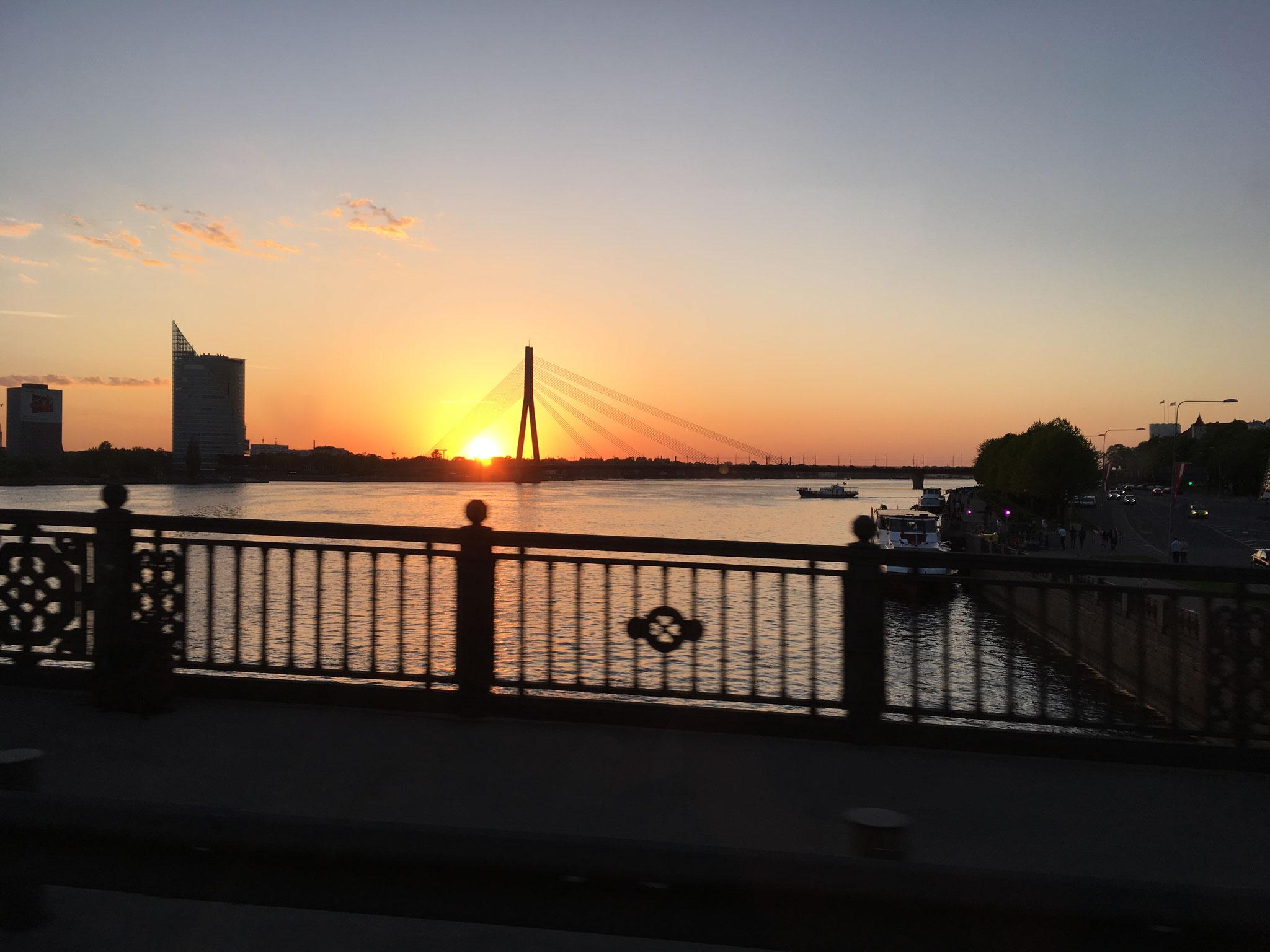Sonnenuntergang am Fluss Daugava