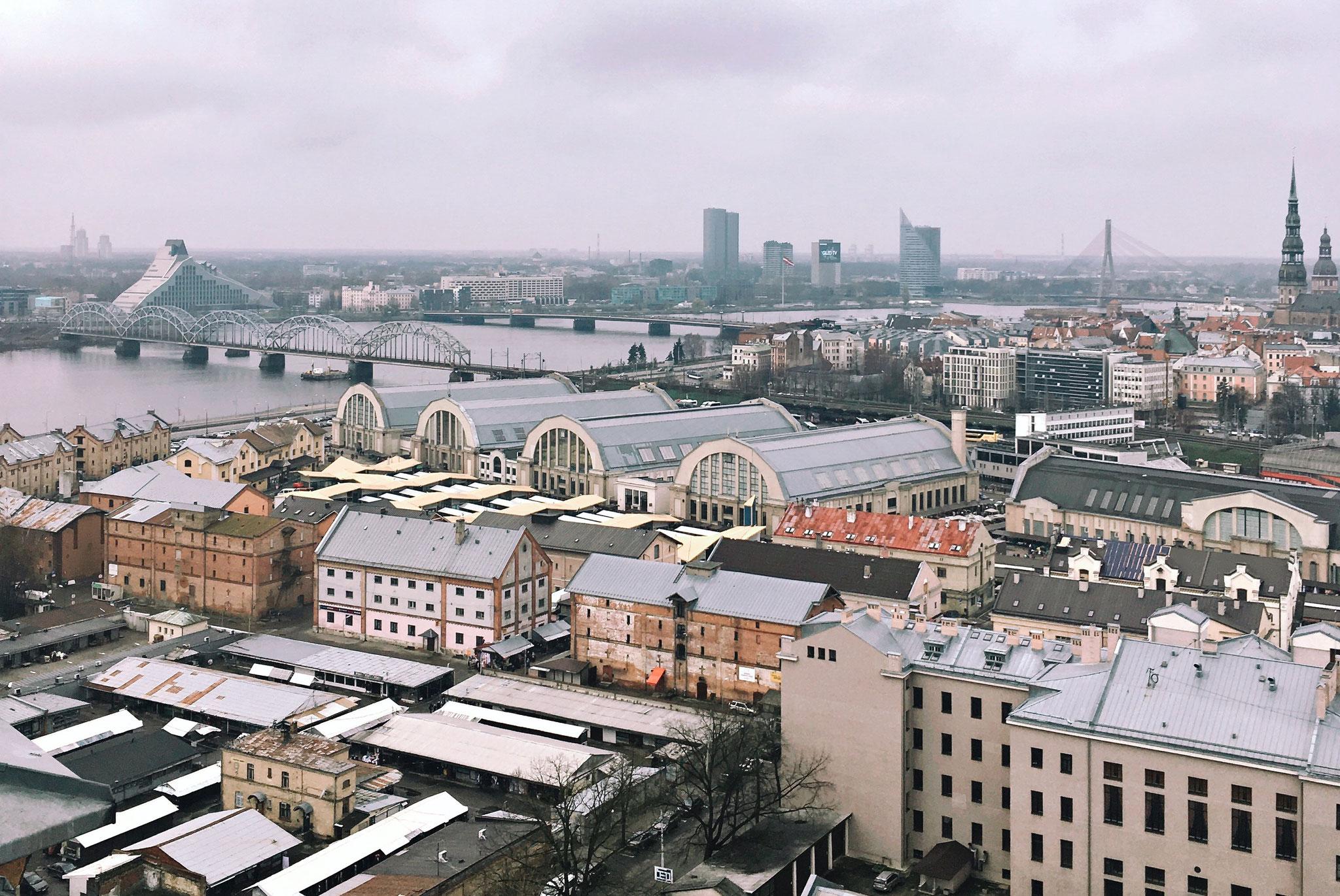 Markthallen und Turm von St. Peter