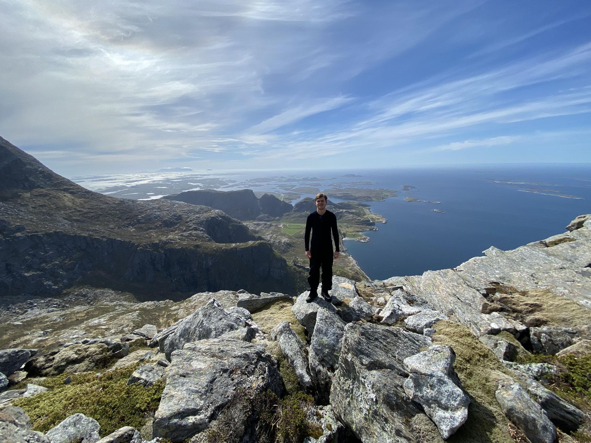 Der Urlaub auf der Insel Dønna wurde zum Wandern mit Meerblick genutzt