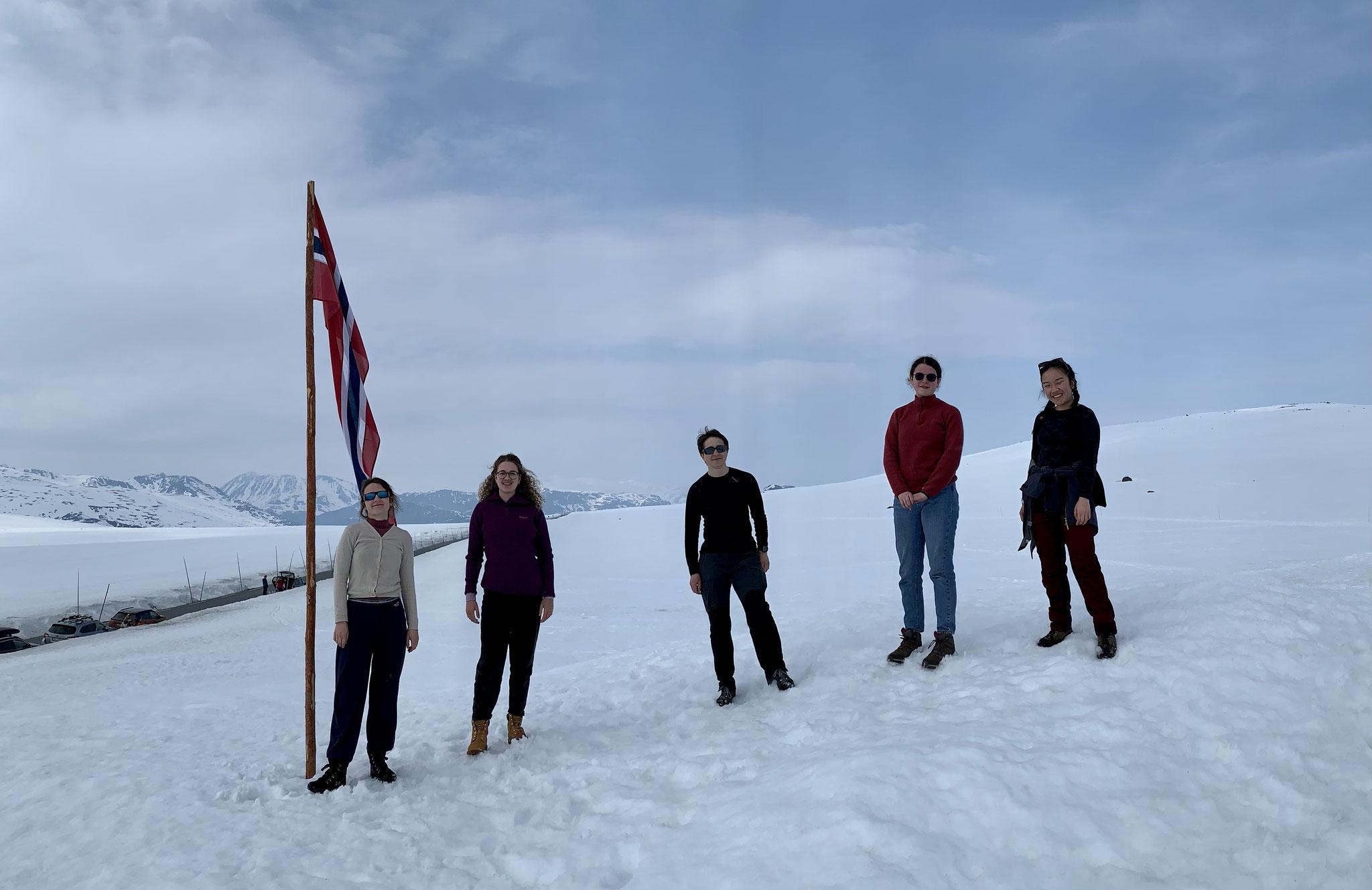 Elske, weitere Freiwillige und Sr. Katarina in Jotunheimen (Foto Elisabeth Nguyen)
