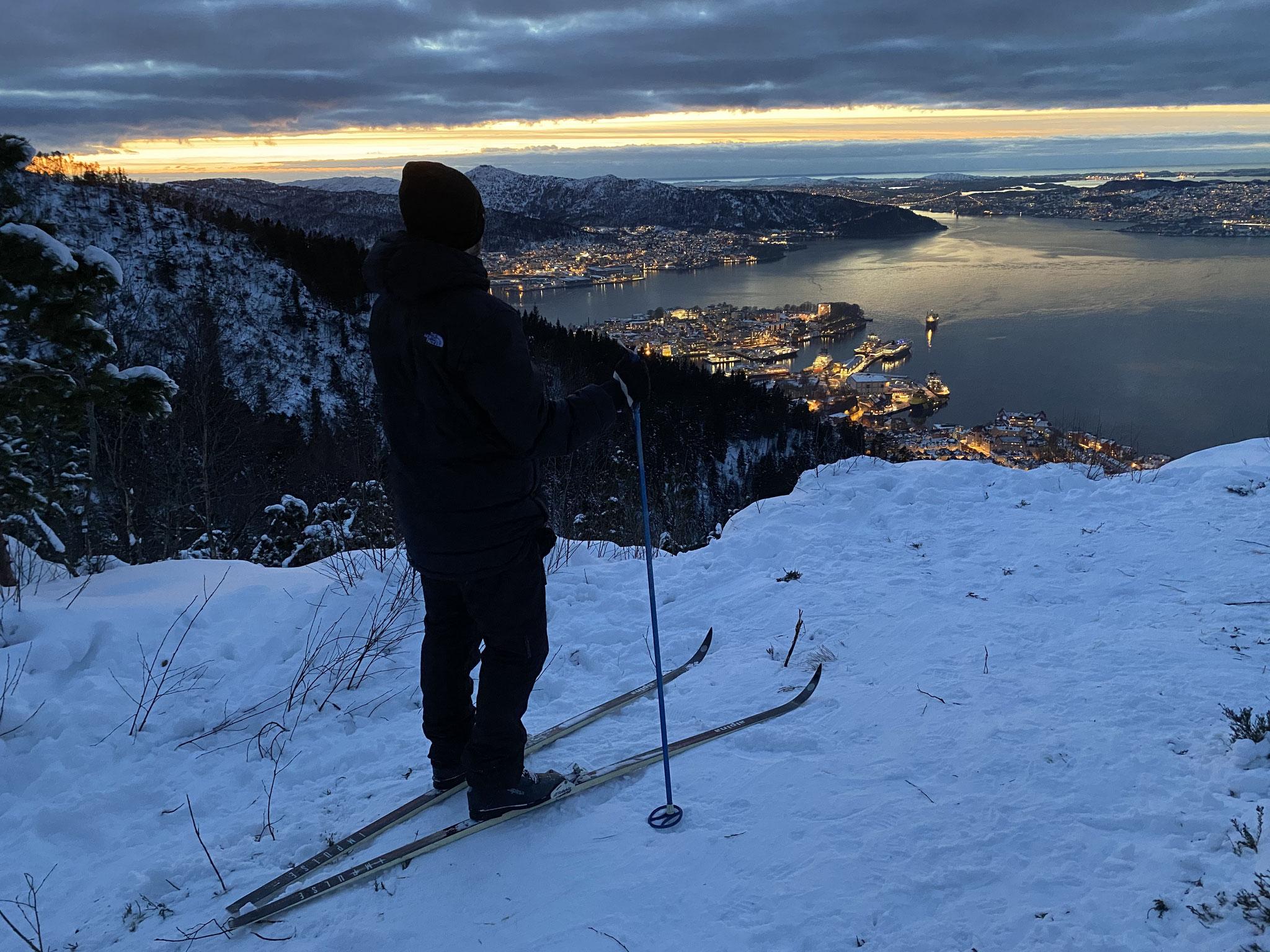 Der Schnee in Bergen bot Tim die besten Voraussetzungen, um Ski fahren zu lernen