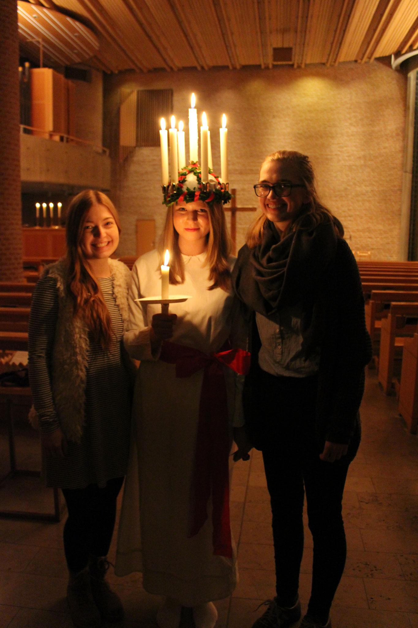Pia Wittek, Elisabeth Schwake und Magdalena Kollbeck beim Lucia-Tag in S:ta Eugenia in Stockholm
