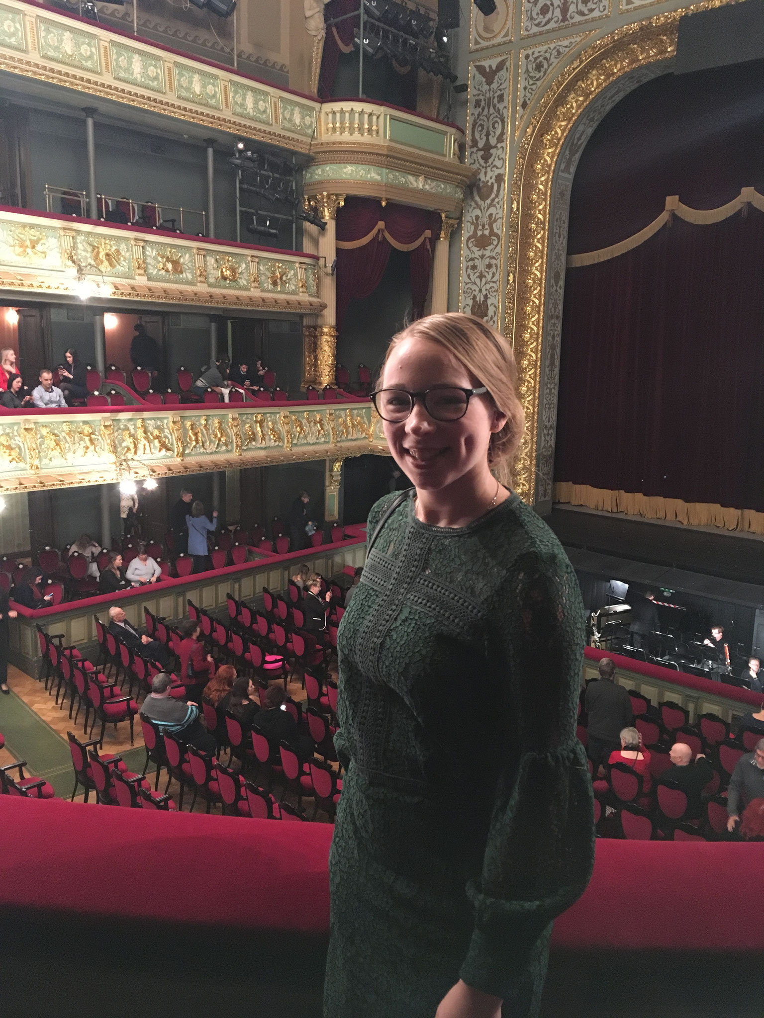 Josephine bei einem Opernbesuch in Riga