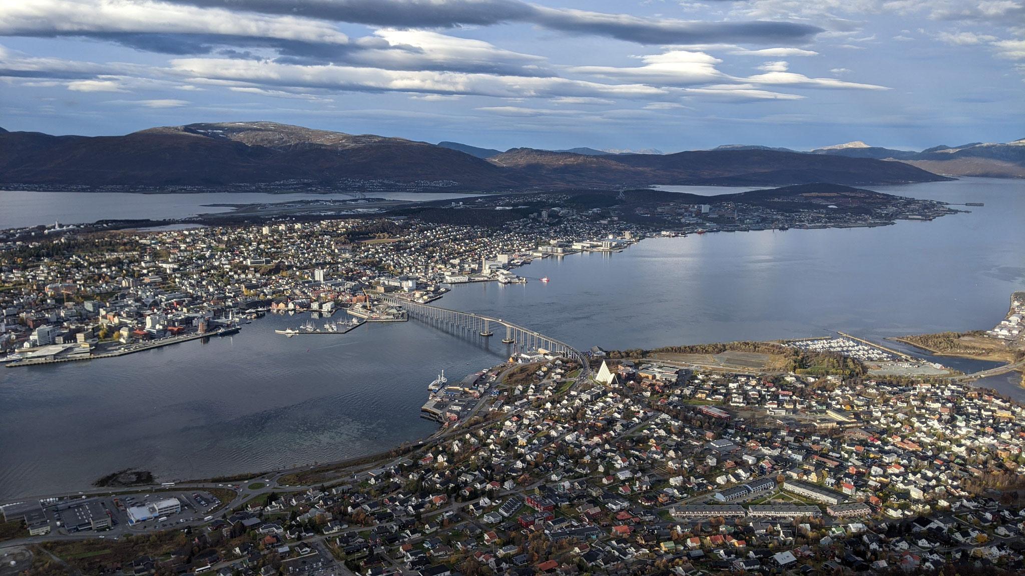 Aussicht auf die Tromsøya von einem anderen Berg