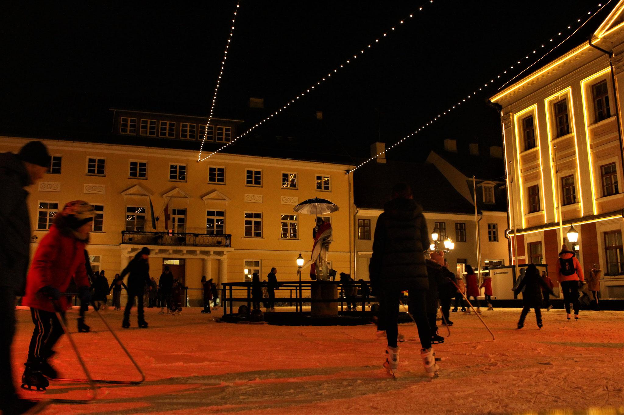 Schlittschuhlaufen auf dem Rathausplatz