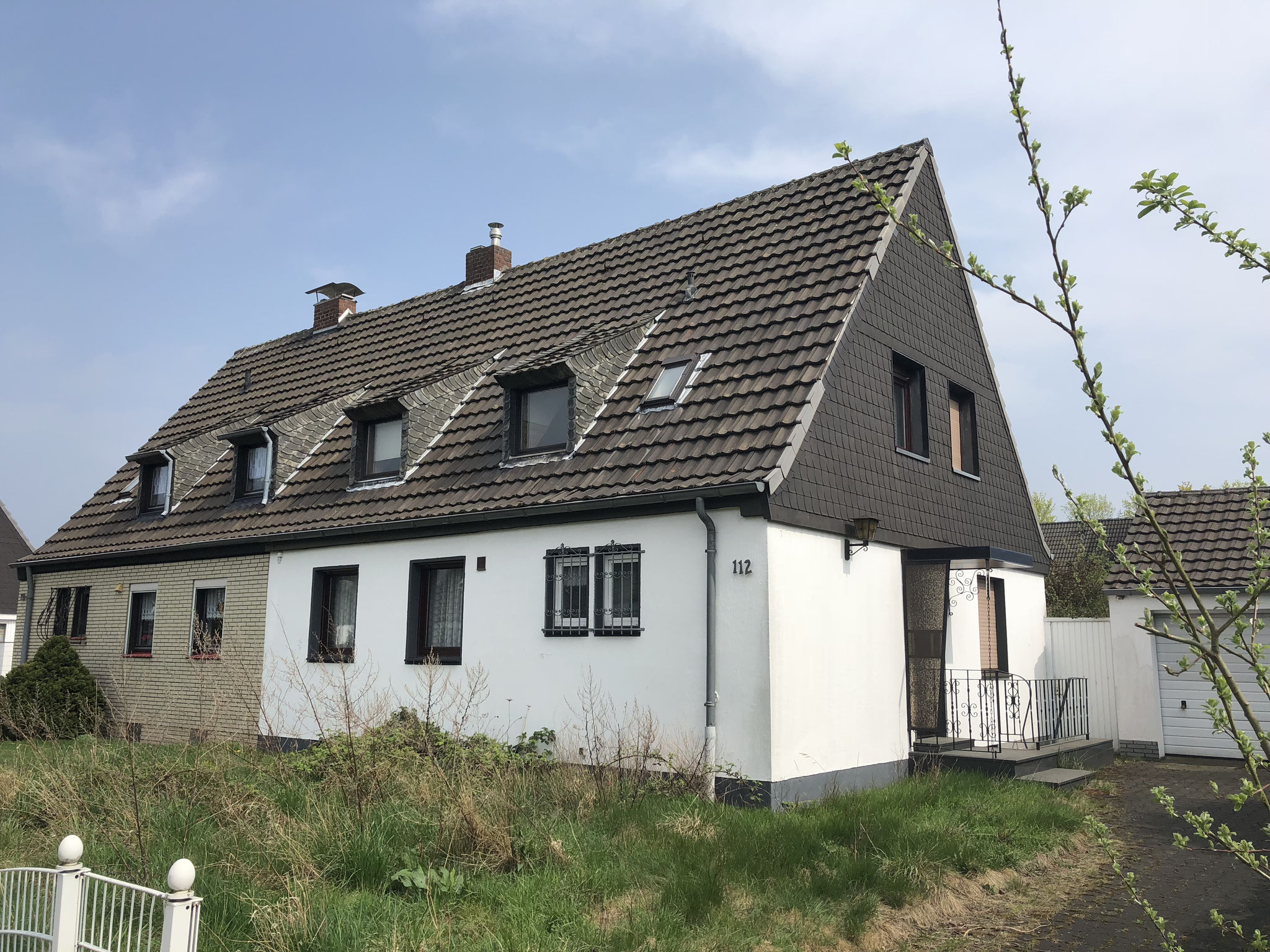 Sanierungsbedürftige Doppelhaushälfte in ruhiger Lage