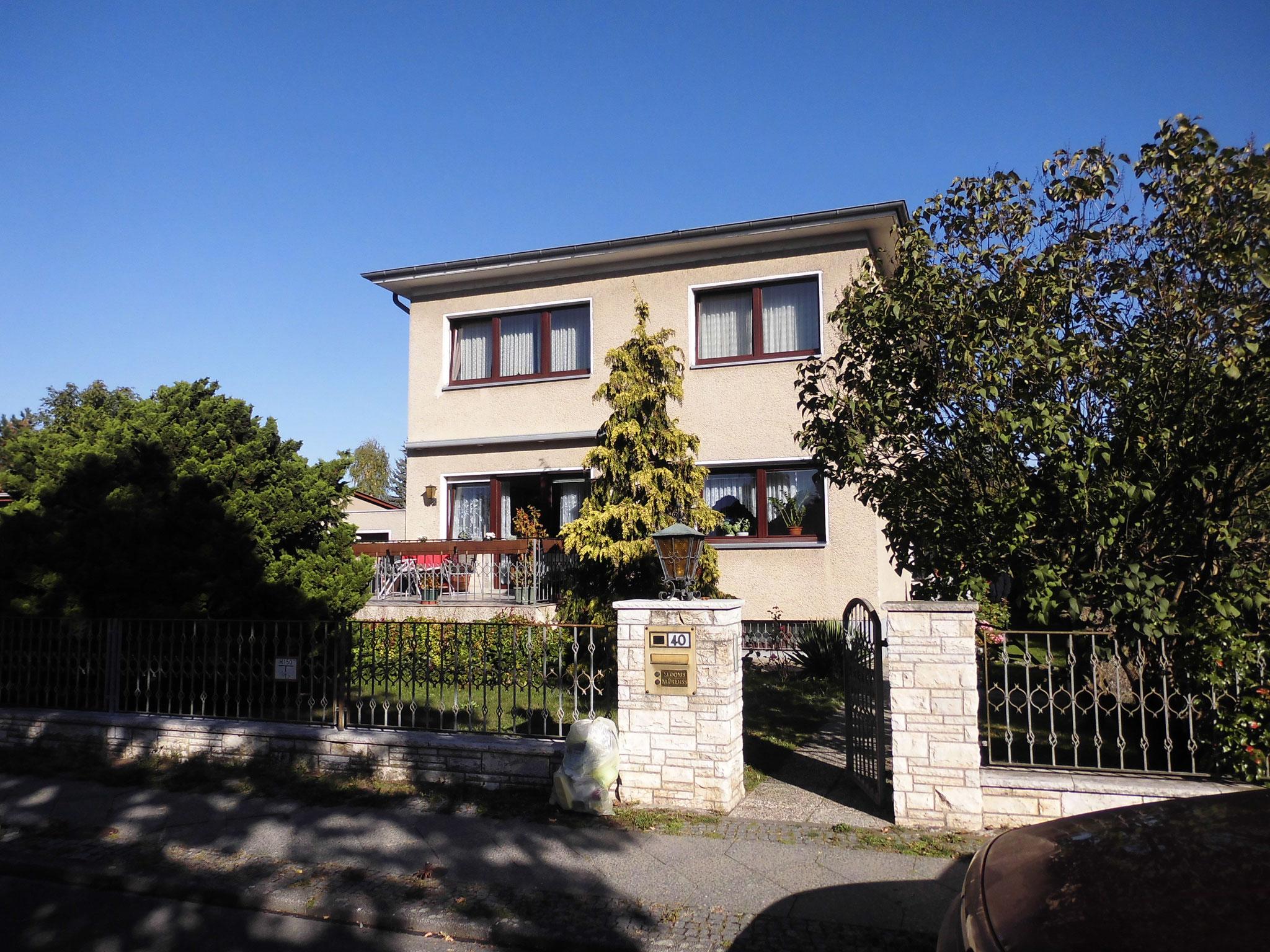 Einfamilienhaus mit Einliegerwohnung im Grünen