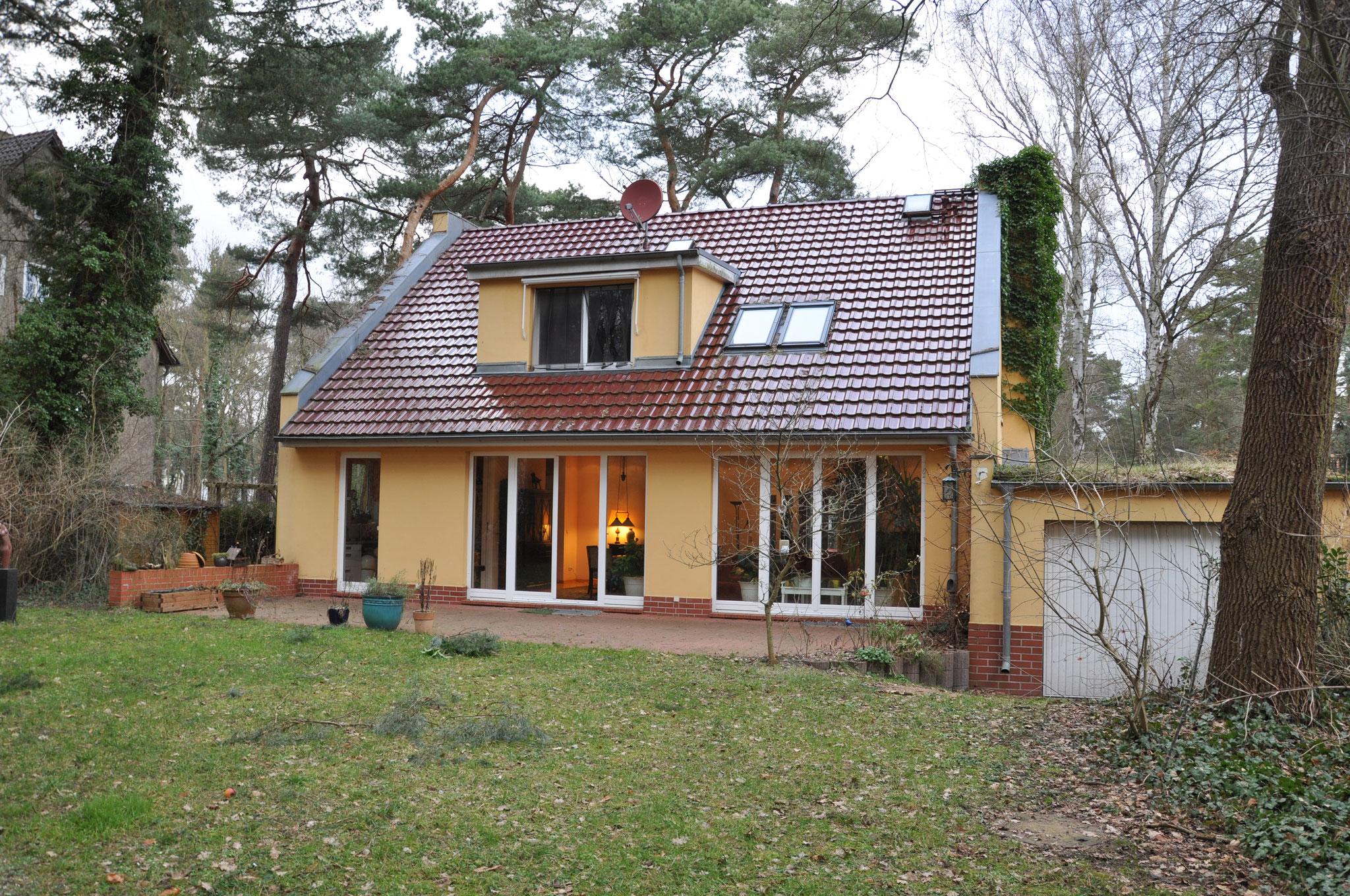 Landhaus mit Einliegerwohnung oder separatem Büro in Kleinmachnow