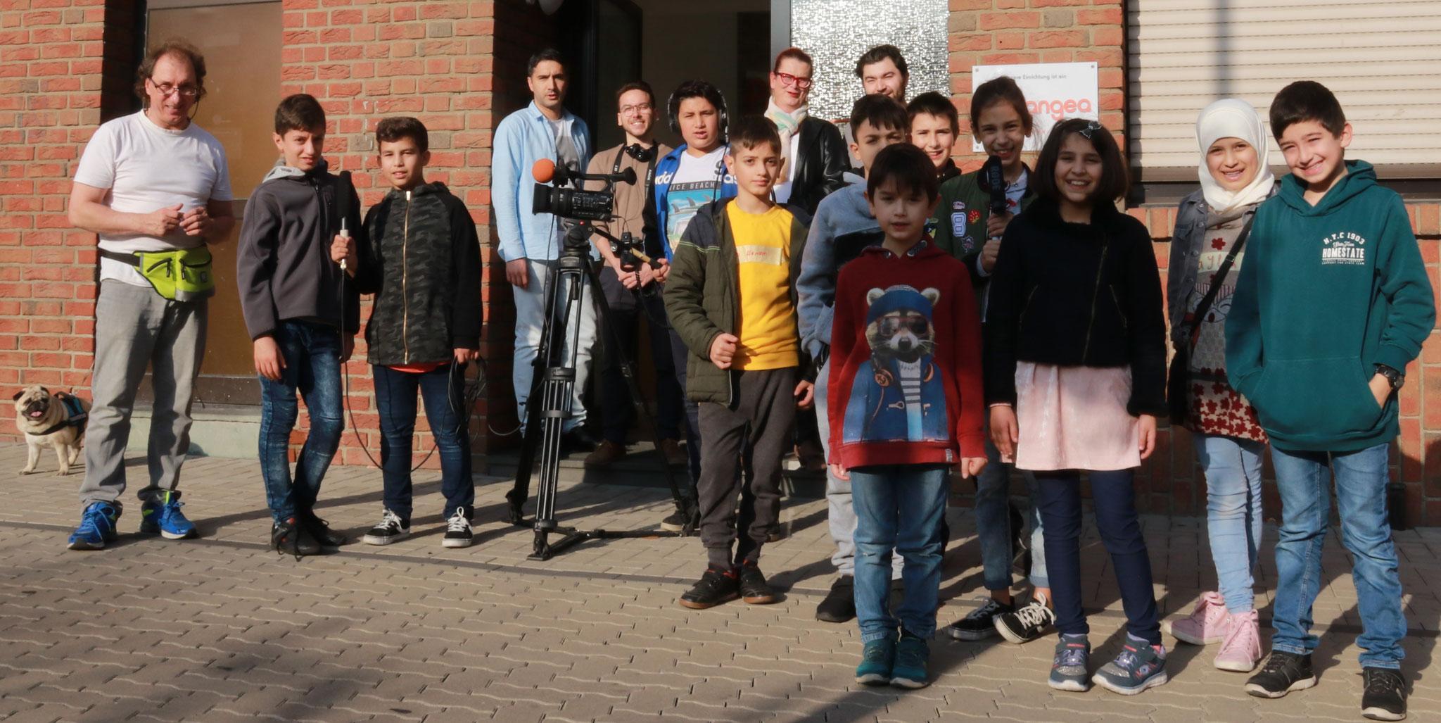 volle Mannschaftsstärke: Unsere Kinder mit unseren Unterstützern