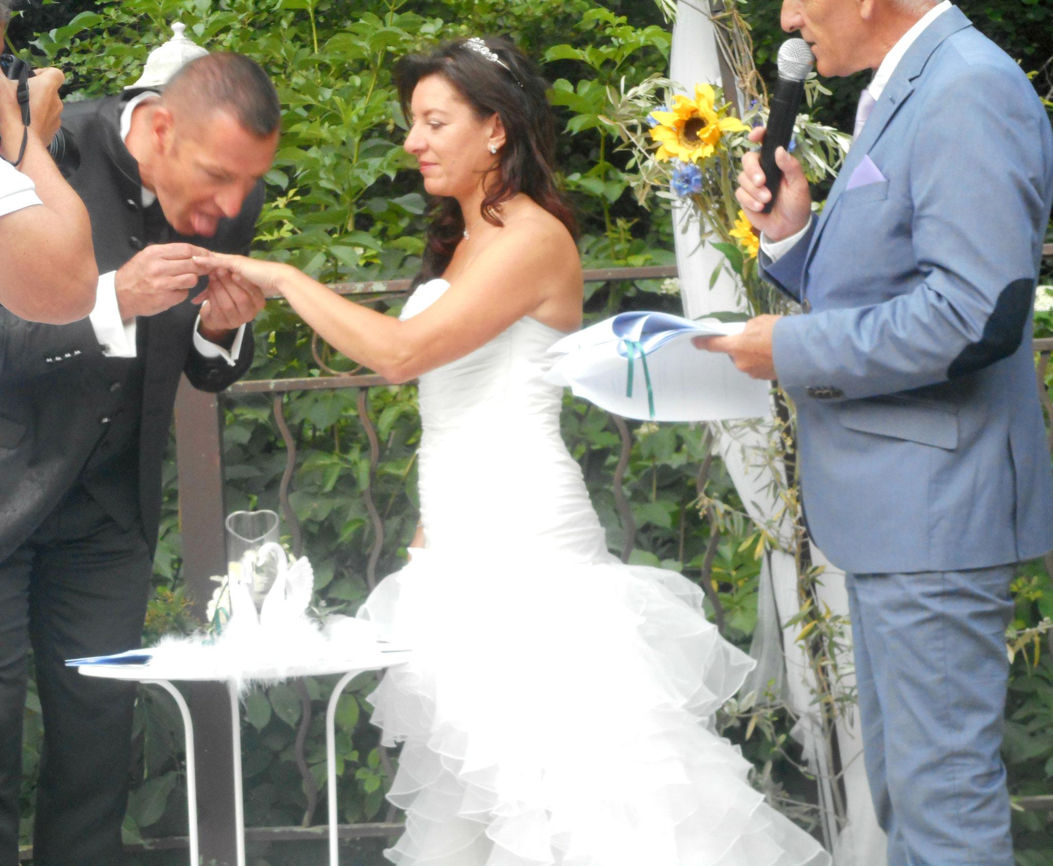 cérémonie laique la Bastide enchantée , Sollies Toucas ( var 83 )