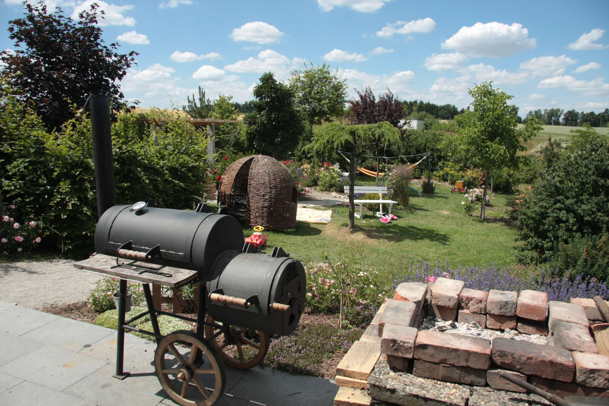 Grillen im Gästegarten - direkt an der Sommerküche