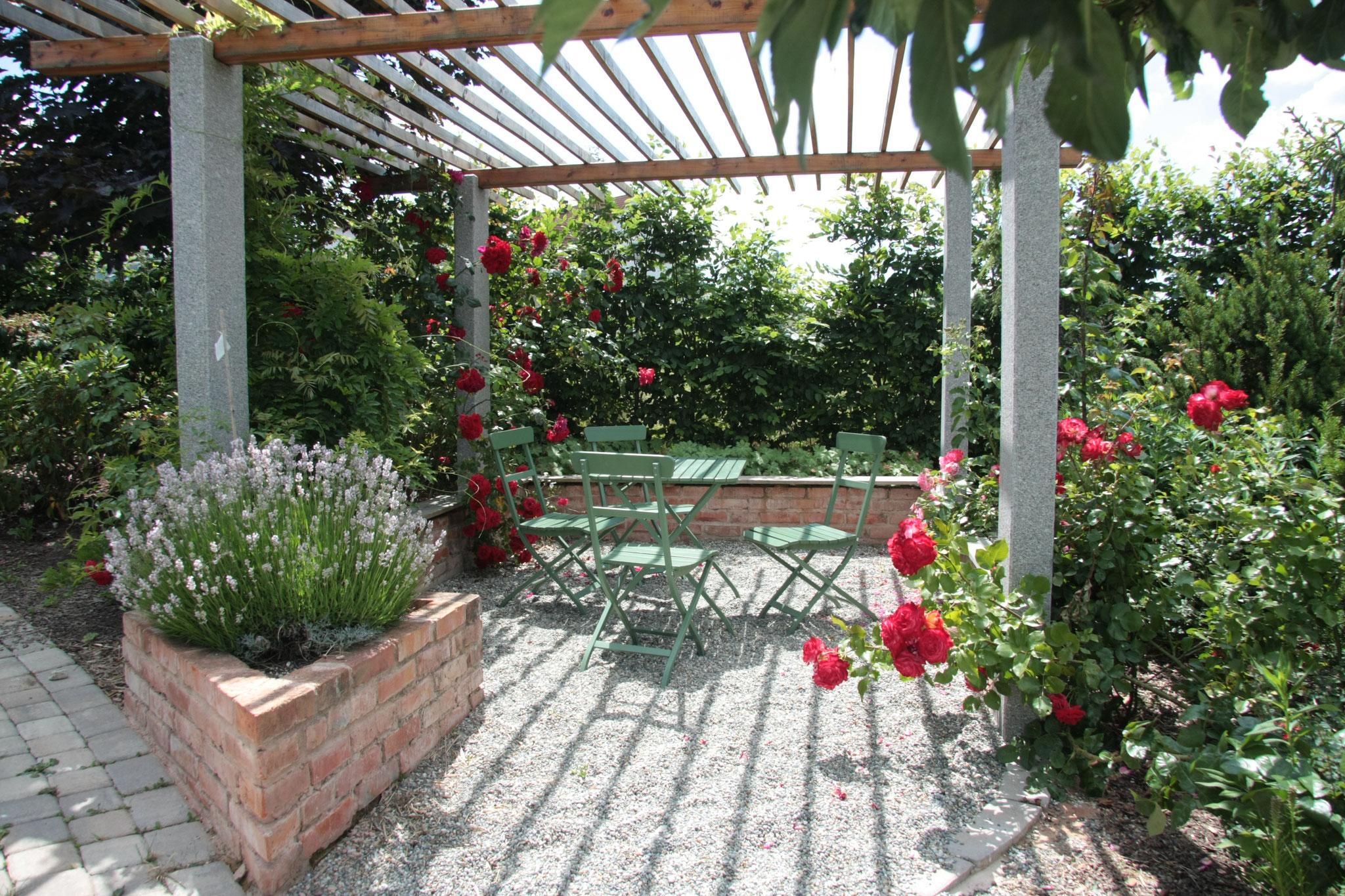 Bereiche zum entspannen im Gästegarten