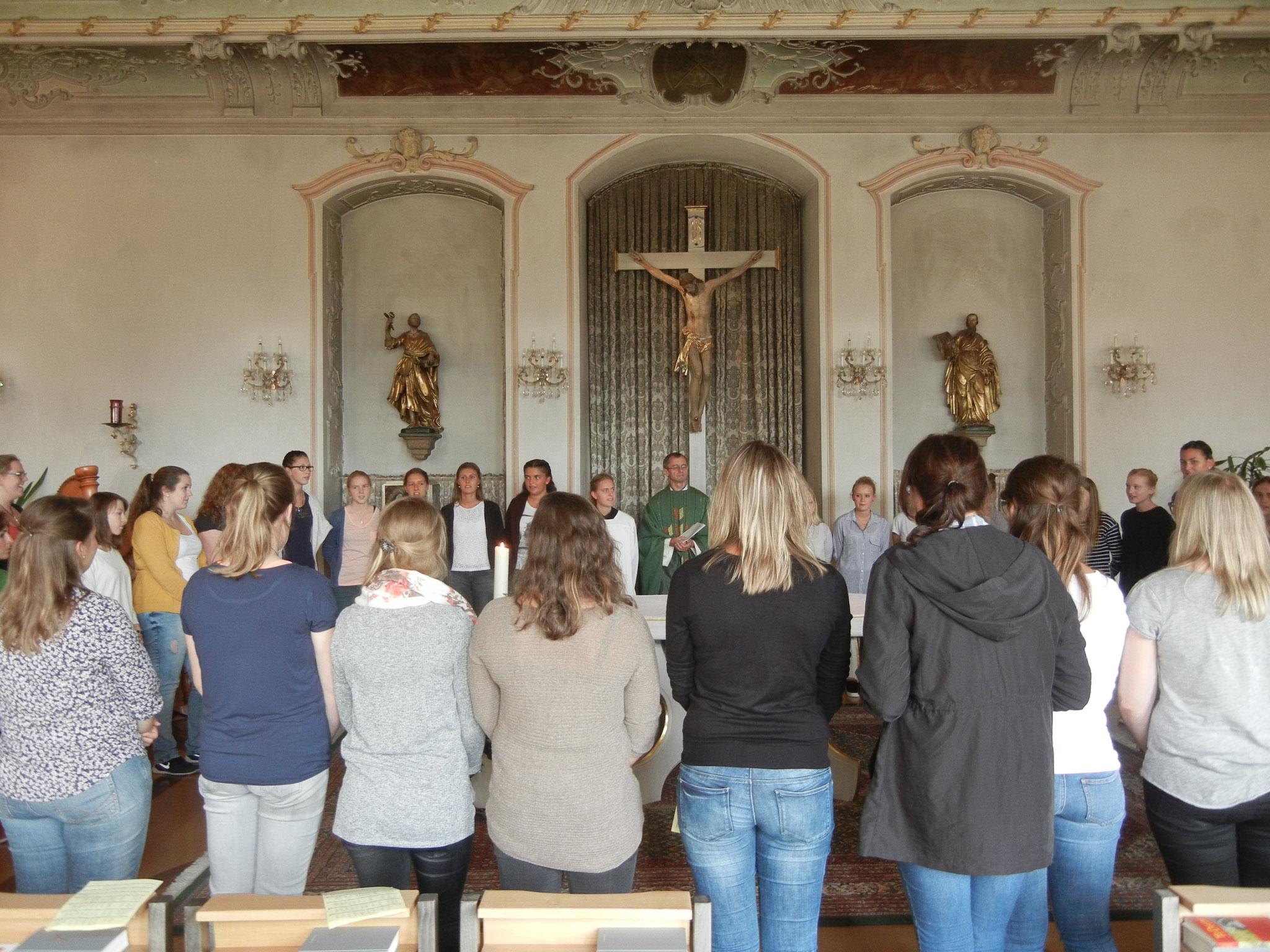 Segensrunde um den Altar