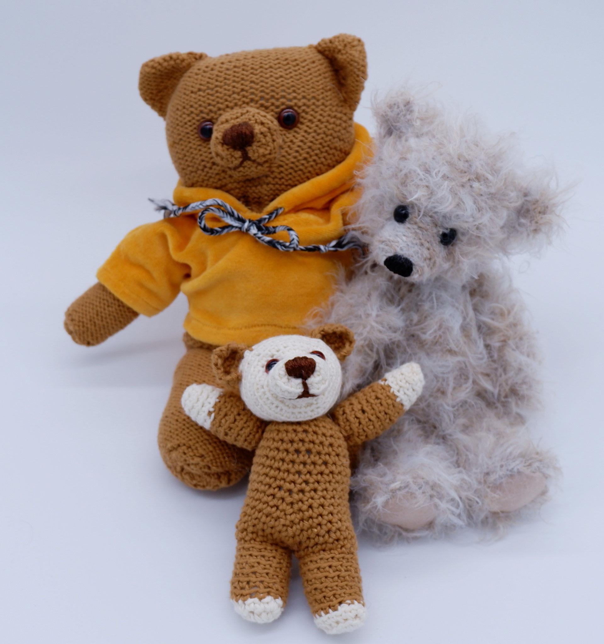 Strick- und Häkelbären