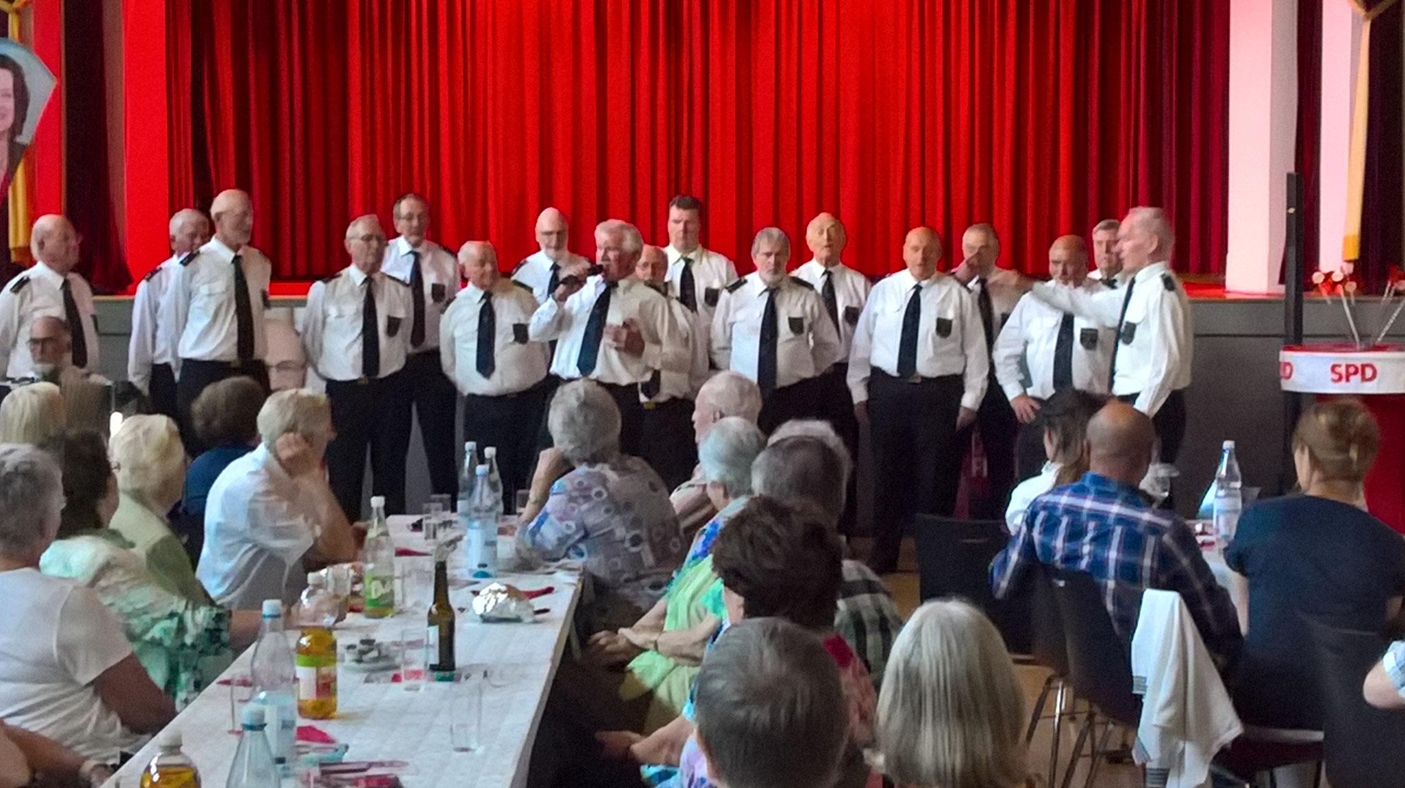 Der Shanty-Chor Romantik Sailors gibt sein Bestes