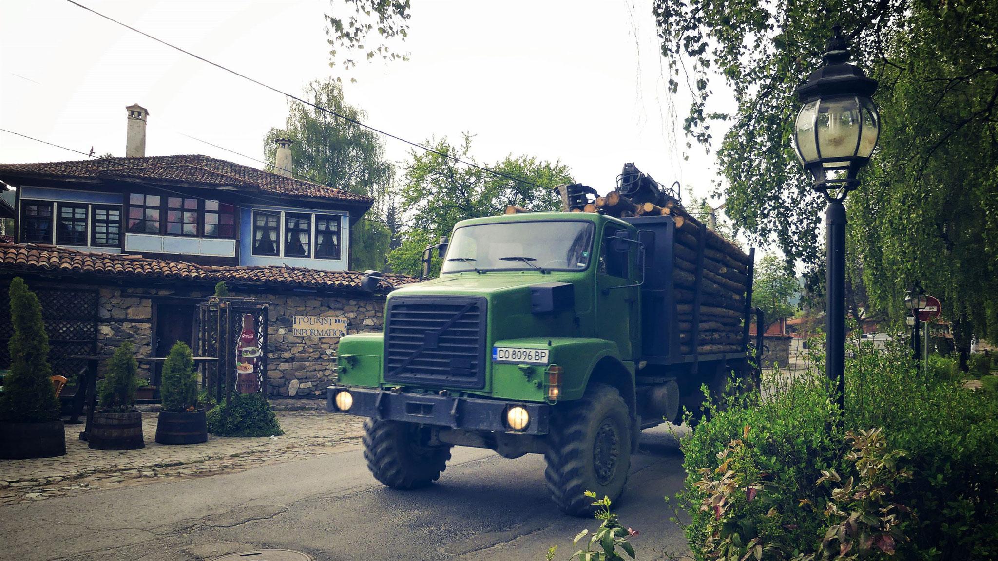 et des gros camions de l'ère soviétique!