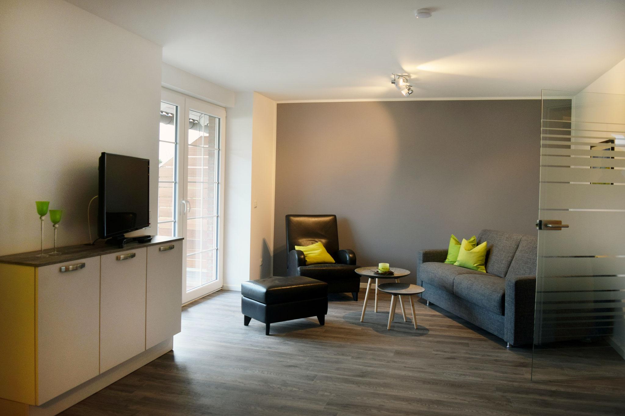 Wohnberiech mit Sofa, Ledersessel und Beistelltisch