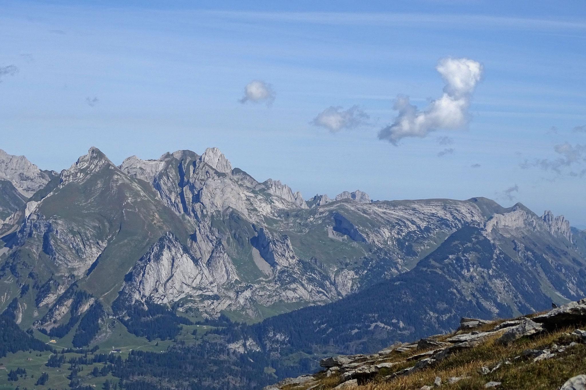 ... bis zu den östlichen Gipfeln des Altmann und der Kreuzberge