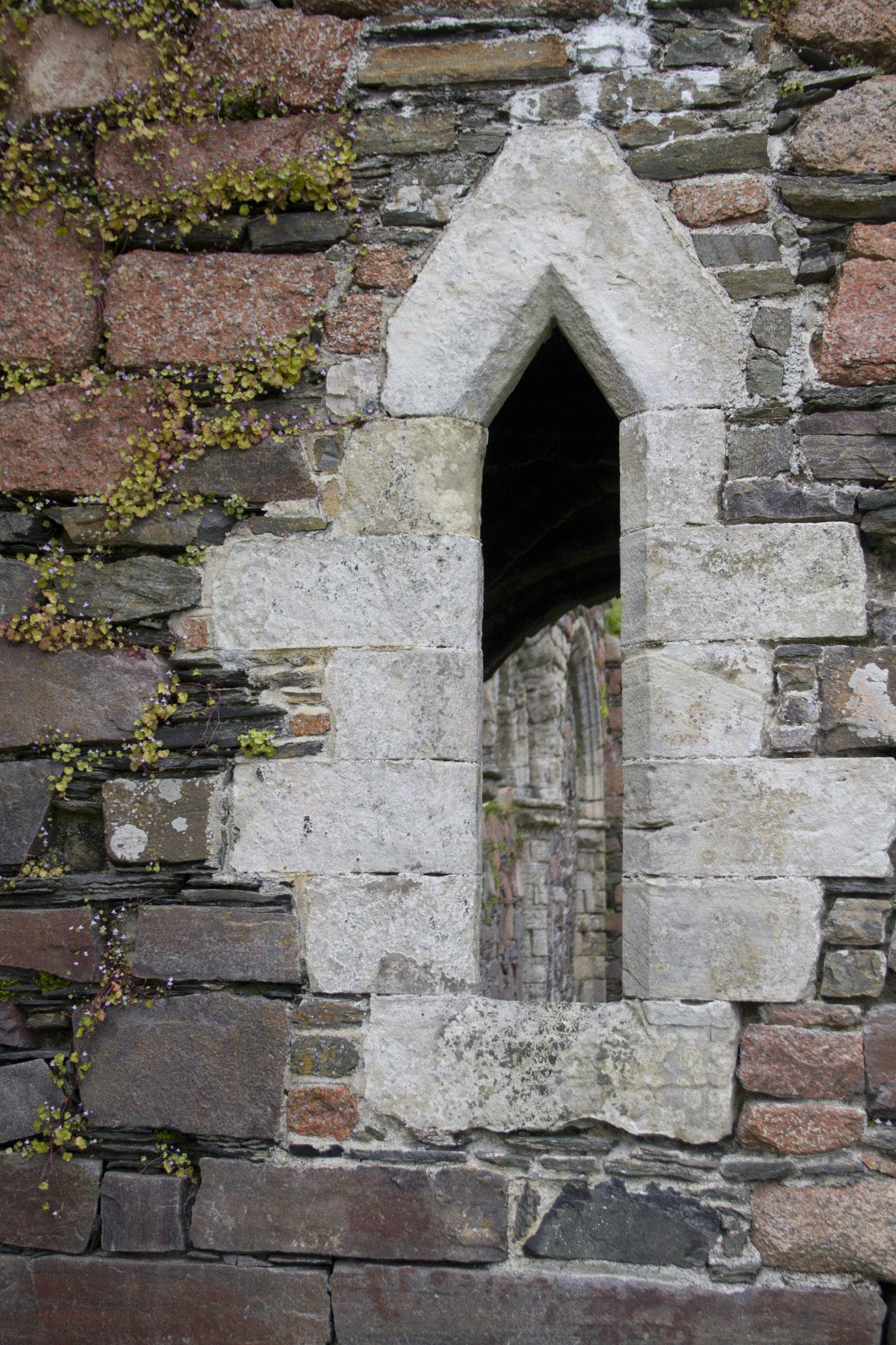 Durchblicke bei einer Kirchenruine