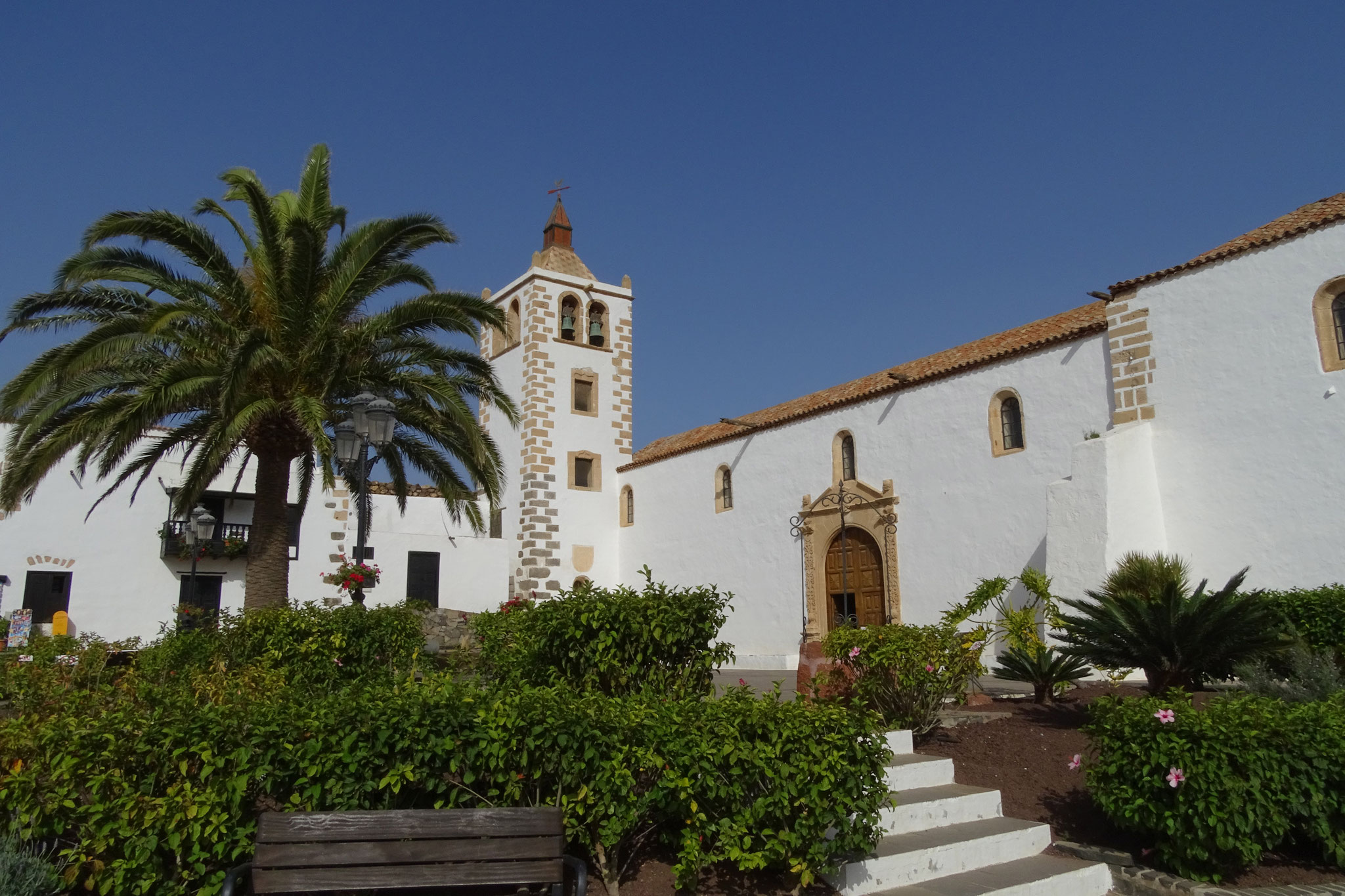 ... und weiter zur alten Inselhauptstadt Betancuria, diese empfängt uns wie üblich mit vielen Tagestouristen ...