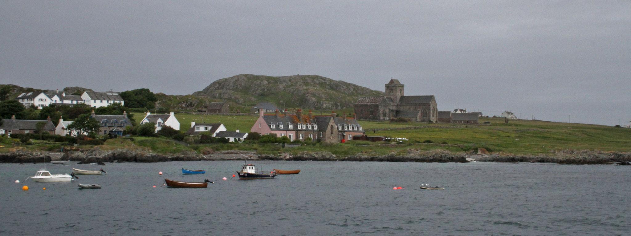 Nach drei Tagen nehmen wir Abschied von Iona und wechseln auf die Hauptinsel Mull.