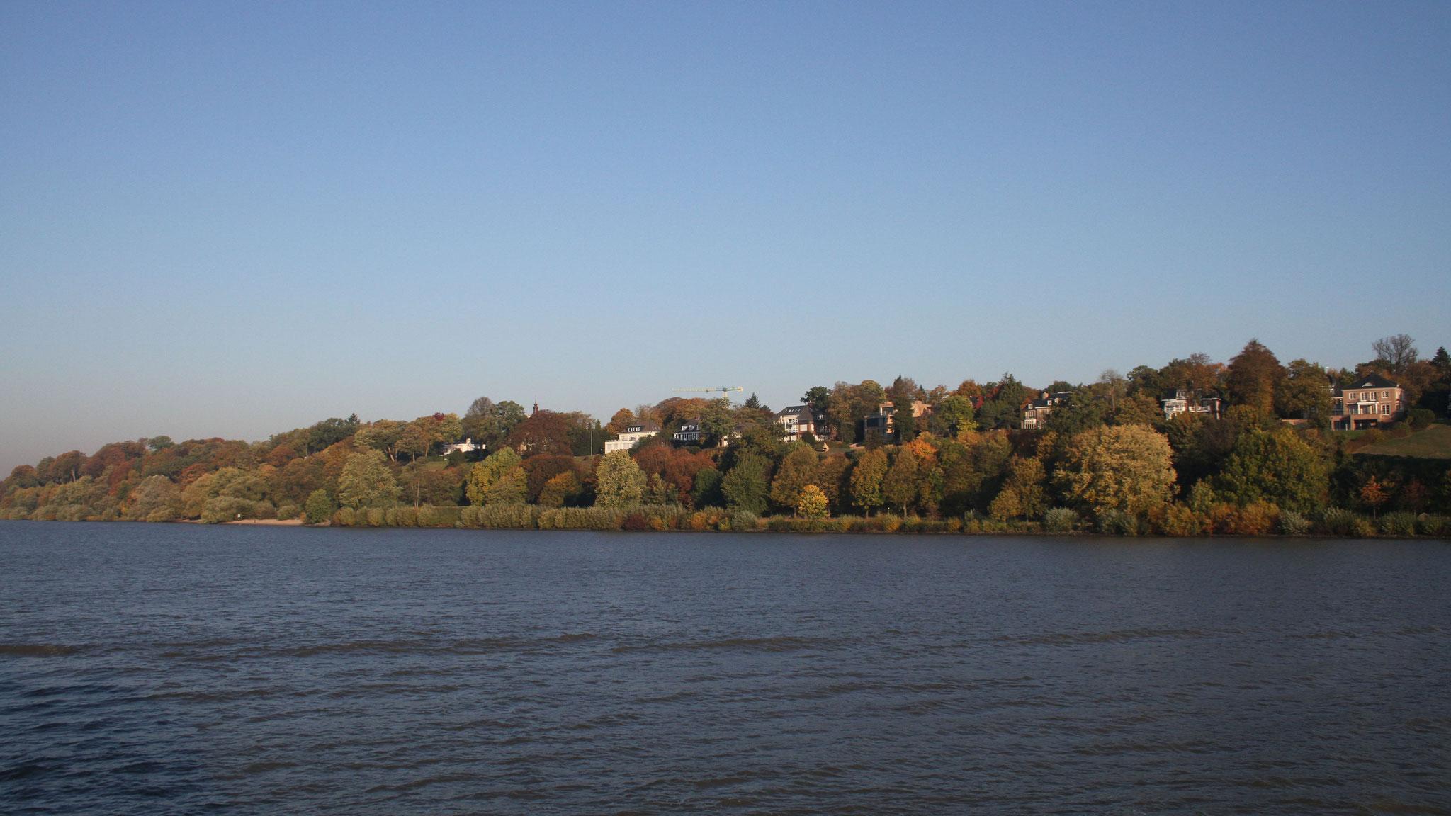 ... und schicken Wohnvierteln entlang der Elbe Richtung Cuxhaven