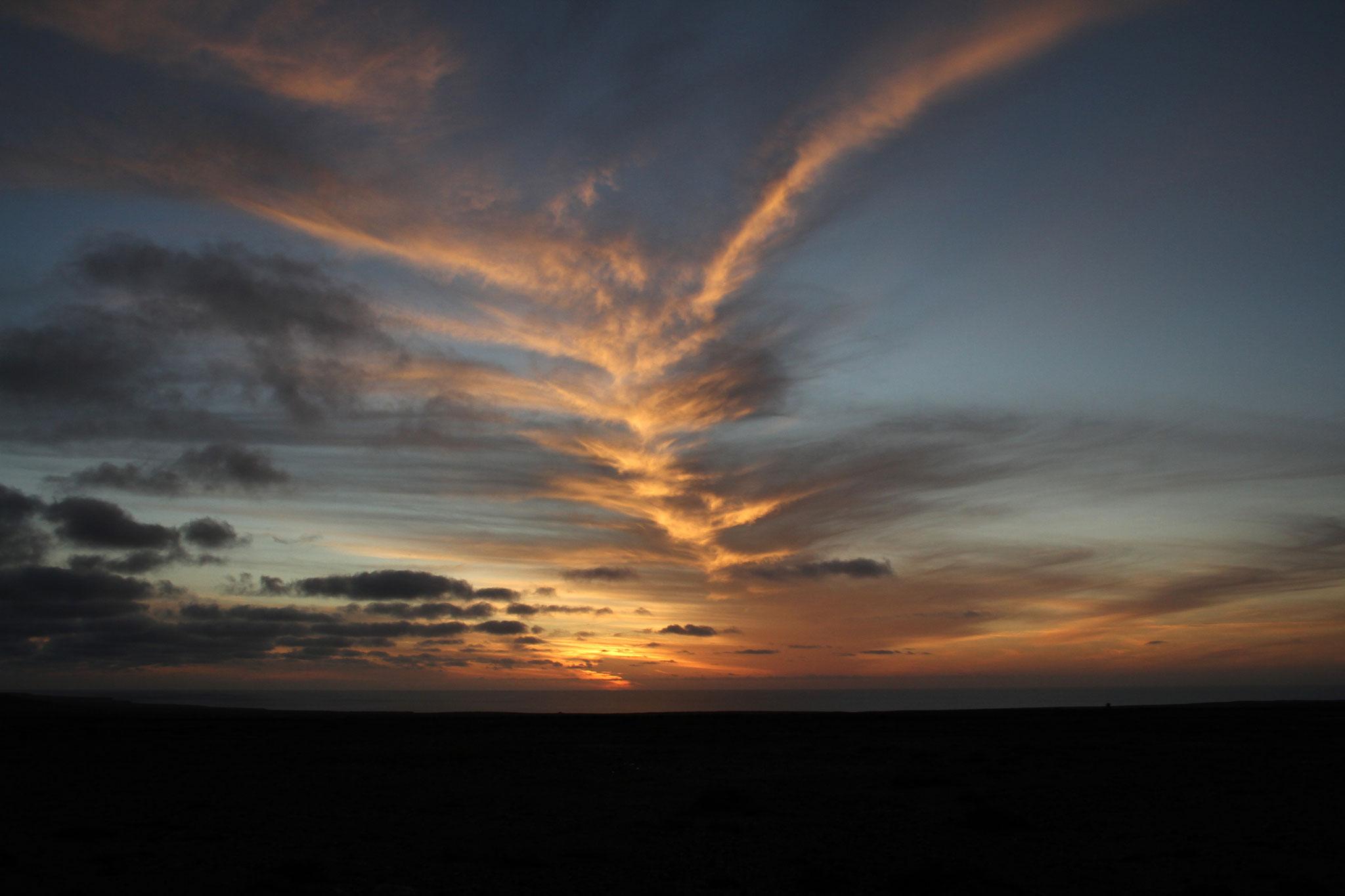 ... und eine spezielle Wolkenformation bei Sonnenuntergang