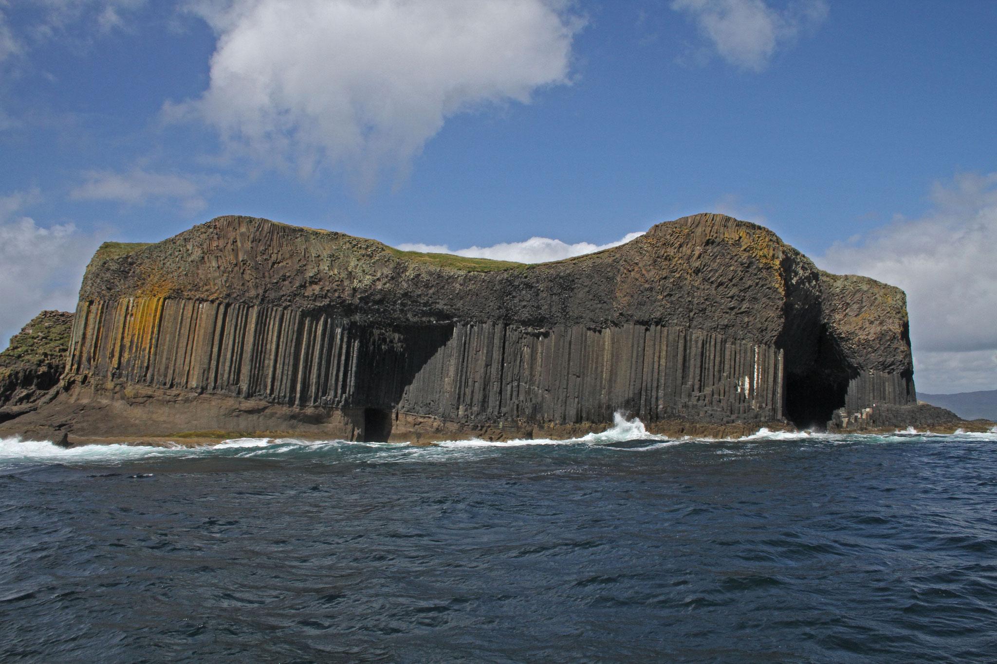 Nächster Stopp: die Insel Staffa, berühmt für ihre Basalt-Felsen ...