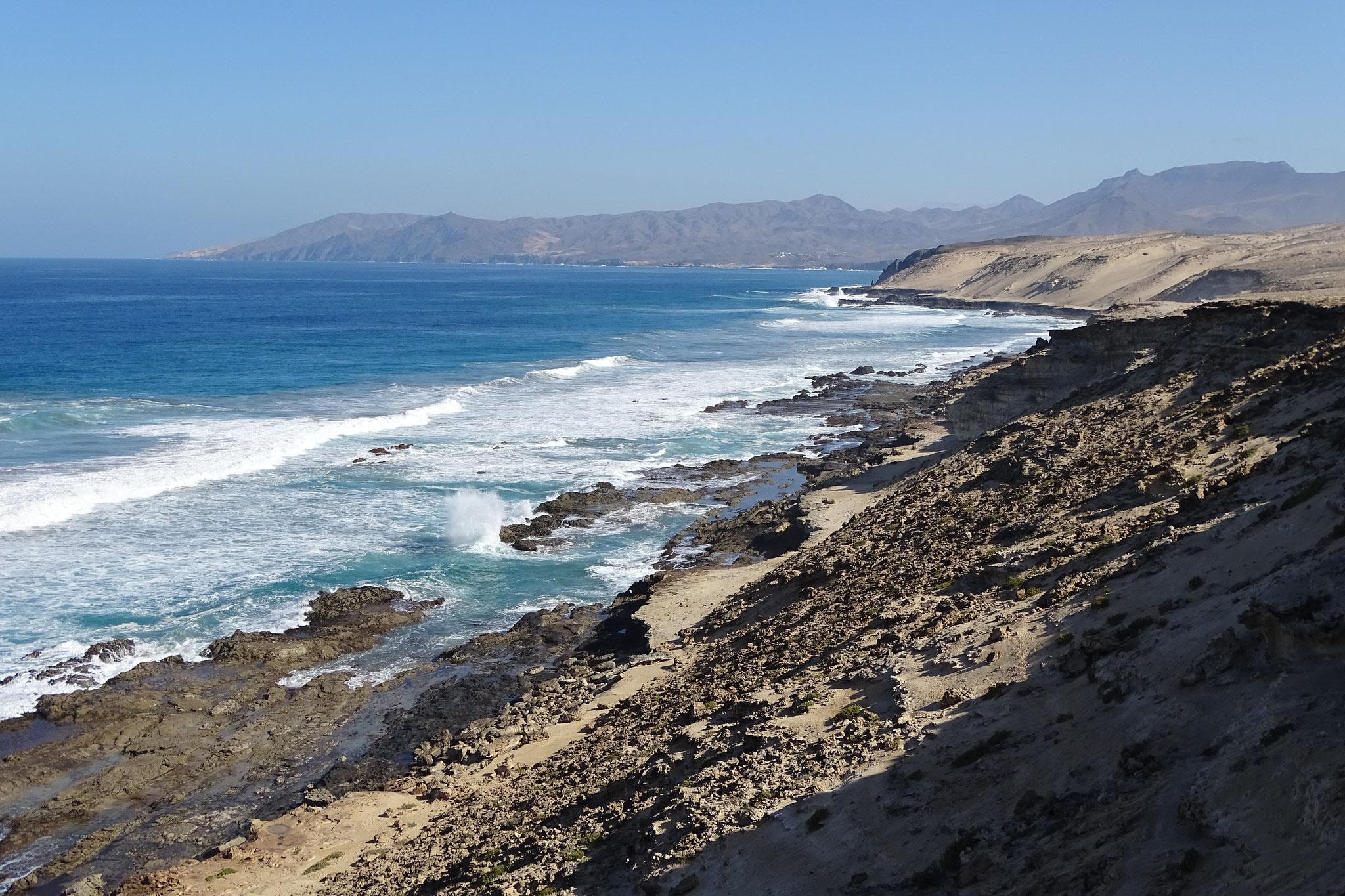 """... später wird sie von vielen Wanderern und Hundeführern besucht, welche von Costa Calma an die Westküste """"pilgern"""""""
