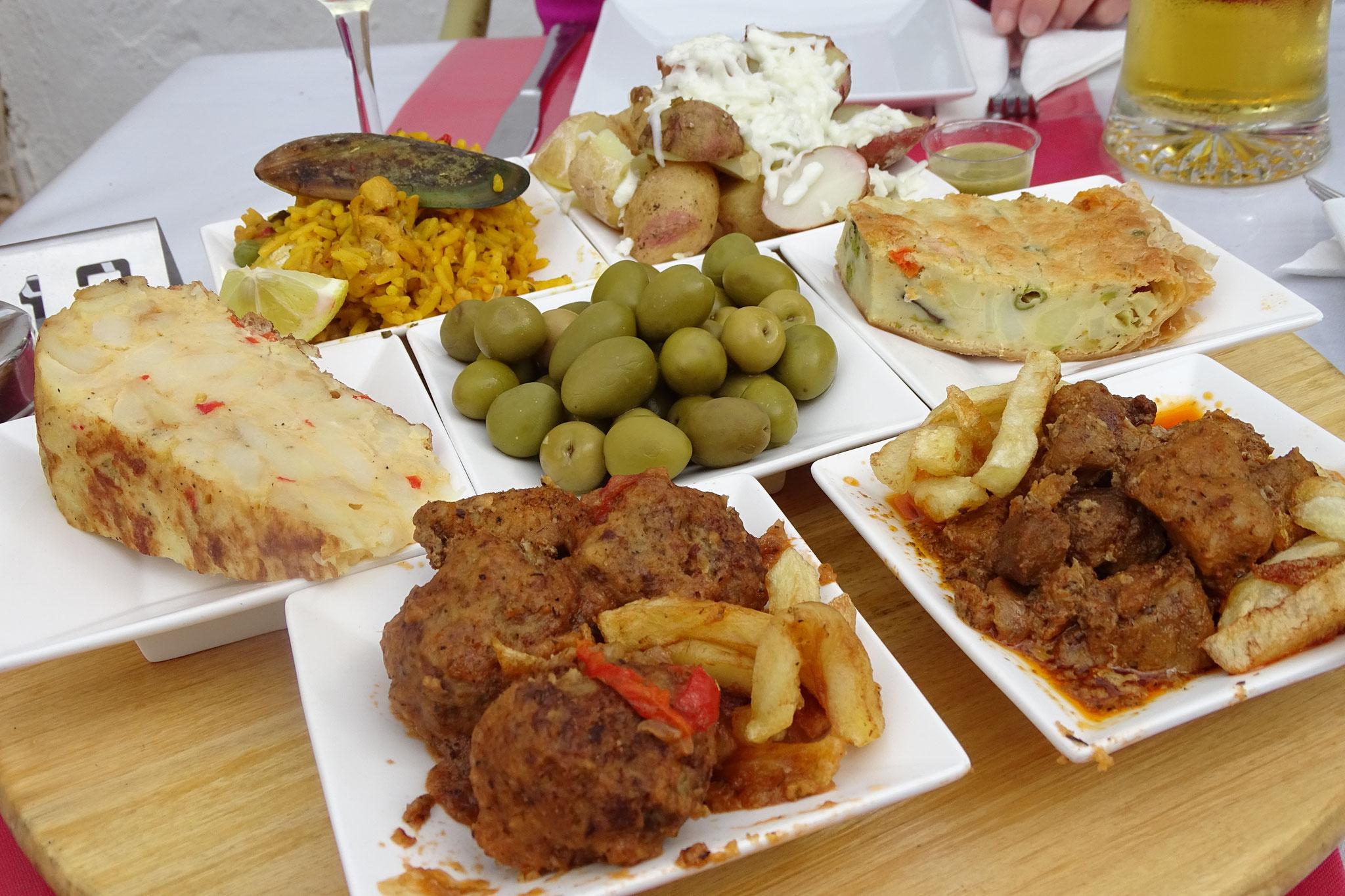 ... der auch zu kulinarischen Genüssen einlädt, wie etwa eine köstliche Tapas-Platte