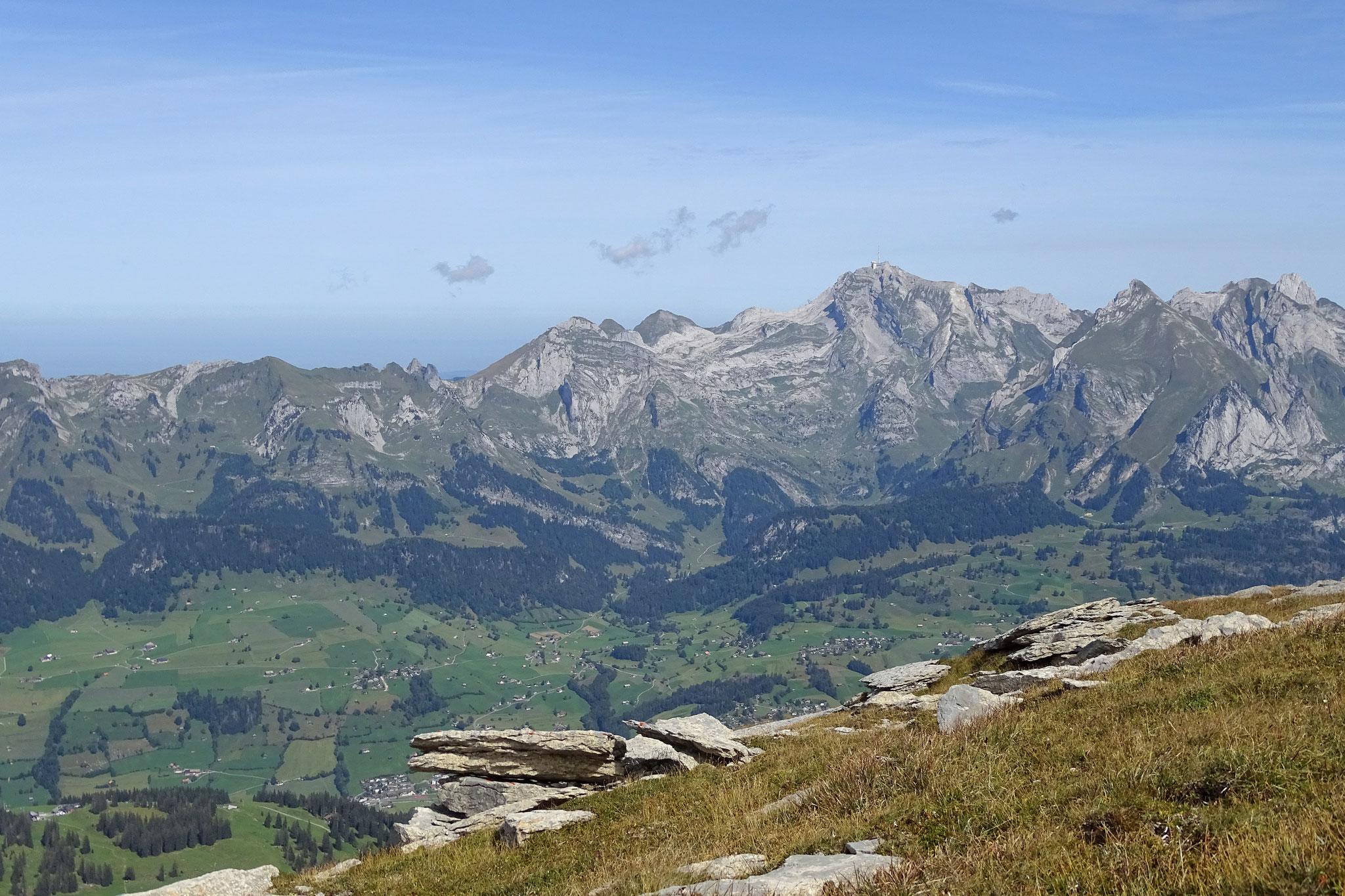 Herrliche Aussicht auf die Alpsteinkette vom Säntis ...