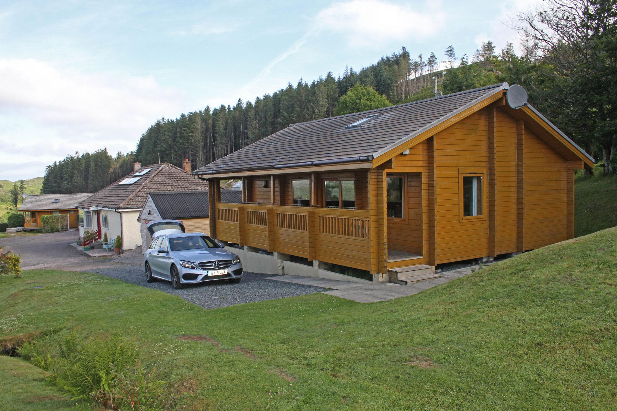 ... und logieren in der Cill Mhoire Lodge in einem geräumigen und komfortablen Holzbungalow.