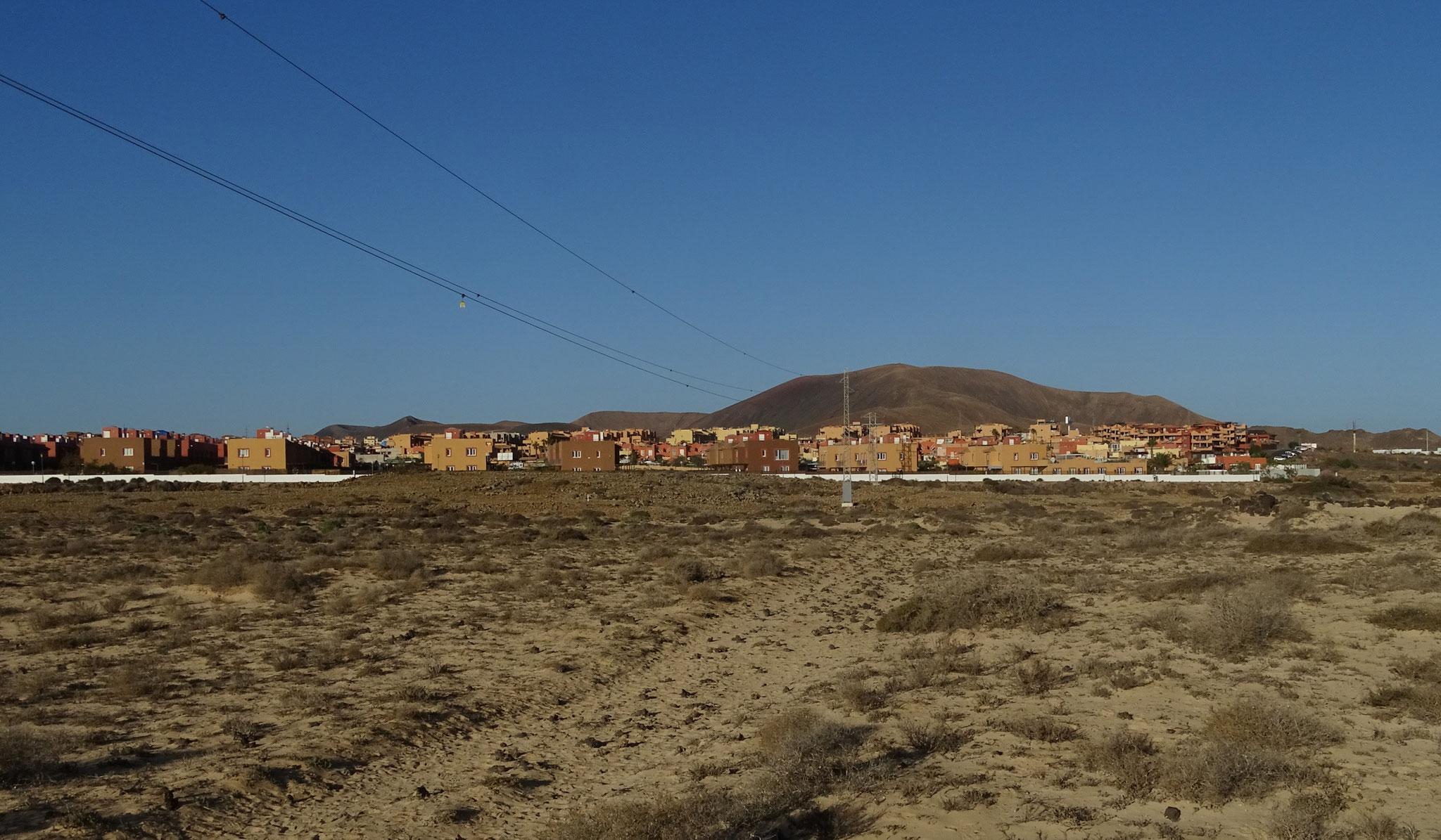 Wir logieren dieses Mal im Norden der Insel in einem Ferienhaus in Mirador de las Dunas südlich von Corralejo
