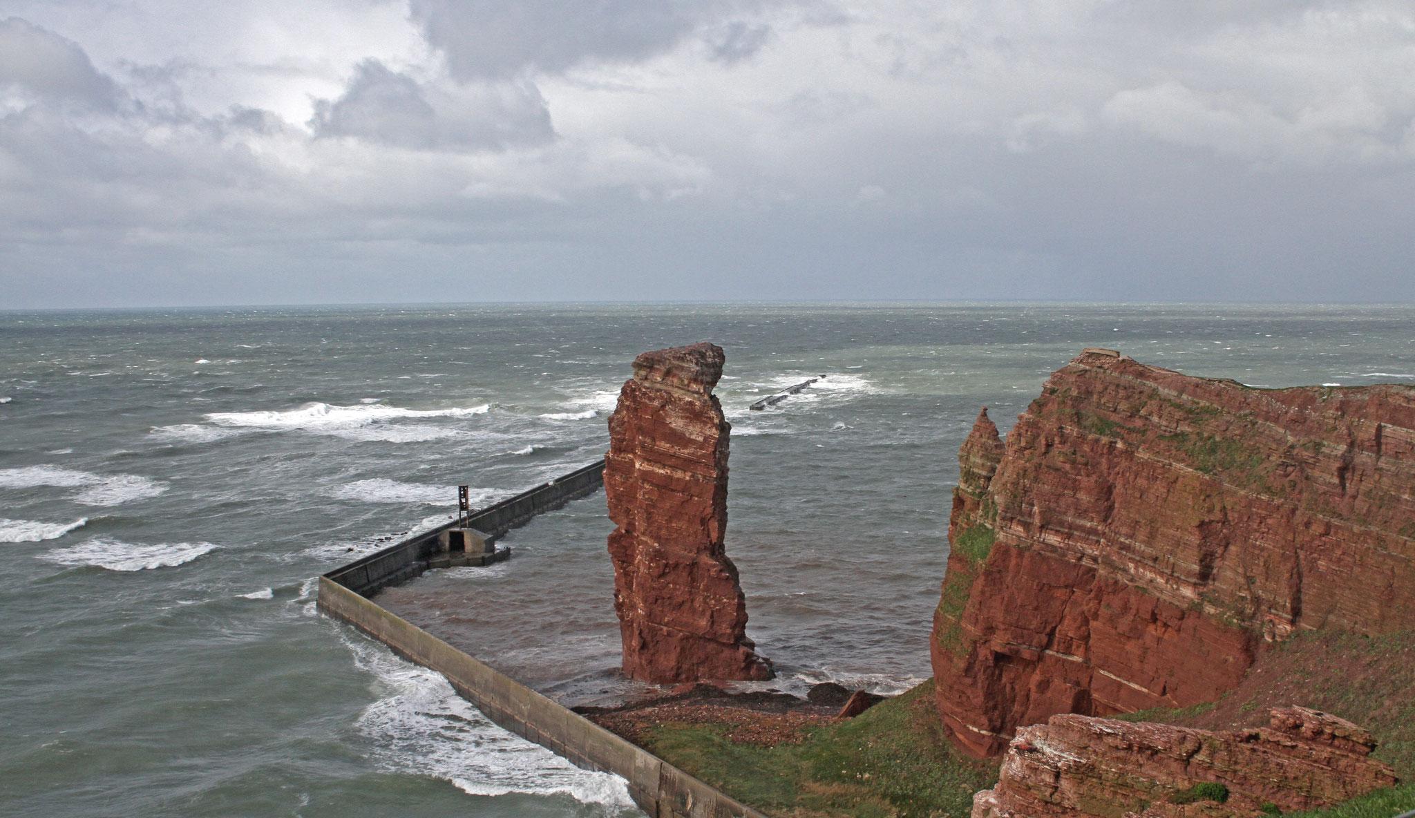Lange Anna  - sturmumtost. Die diesjährige Helgolandreise war geprägt von stürmischem Wetter