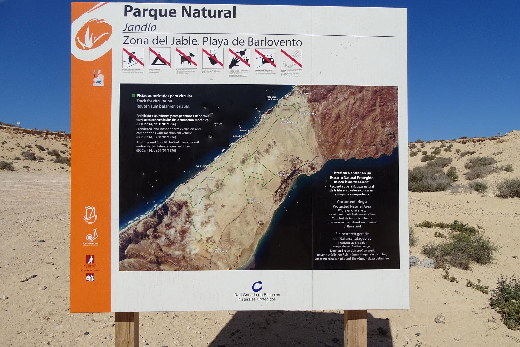 ... einem Naturreservat, das von einigen befahrbaren Wegen (grün) durchzogen ist