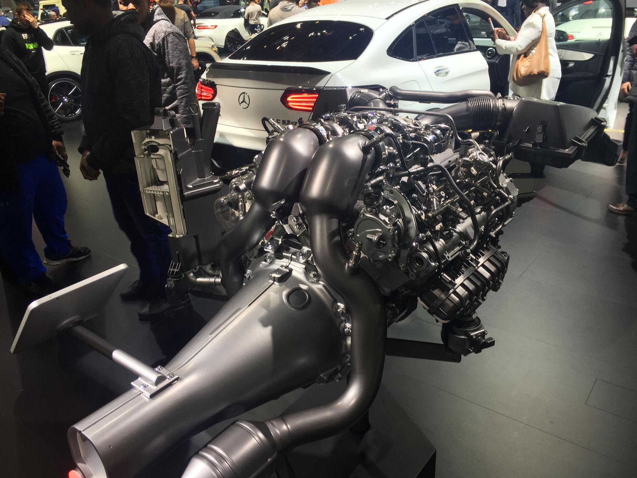 Mercedes V8 Motor