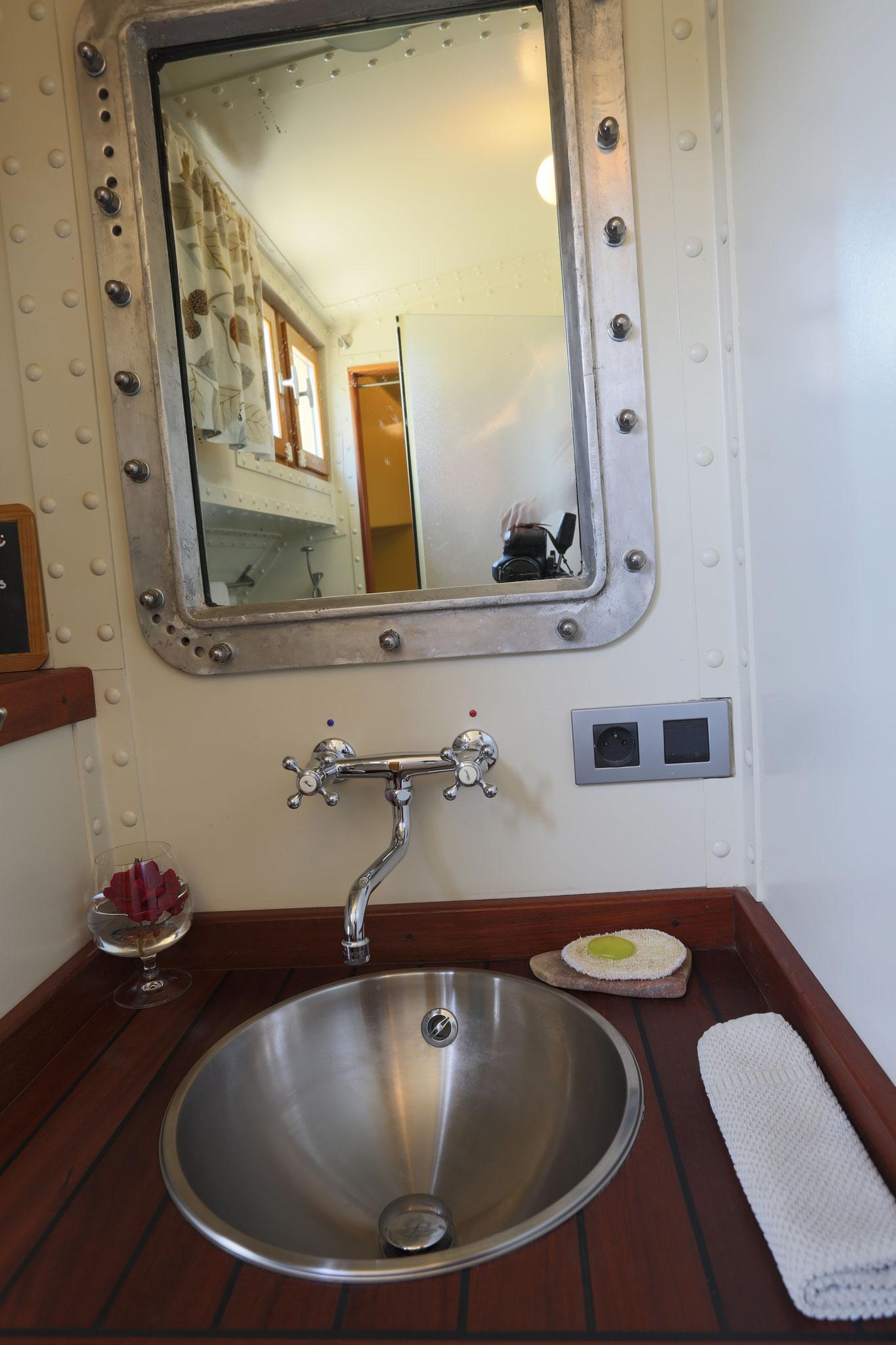 son cabinet de toilette